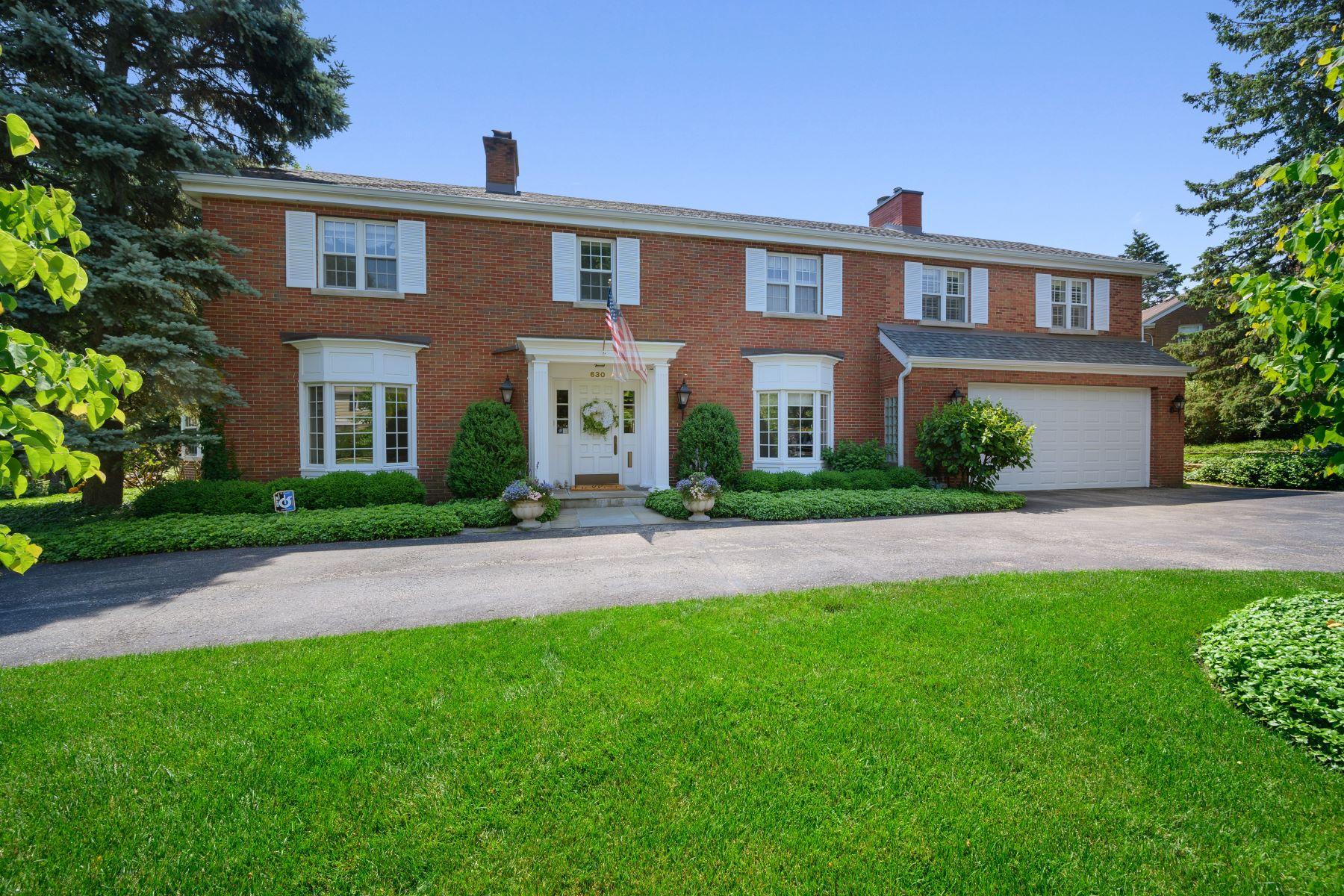 Single Family Homes por un Venta en Outstanding Red Brick Colonial 630 Kenilworth Avenue Kenilworth, Illinois 60043 Estados Unidos
