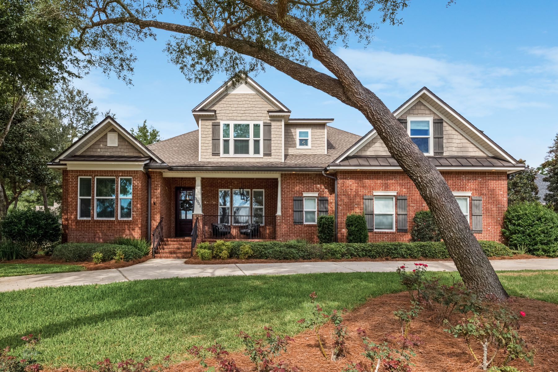 Single Family Homes for Sale at Impeccable Home with Gourmet Kitchen and Saltwater Pool 3001 Stony Creek Cove Niceville, Florida 32578 United States