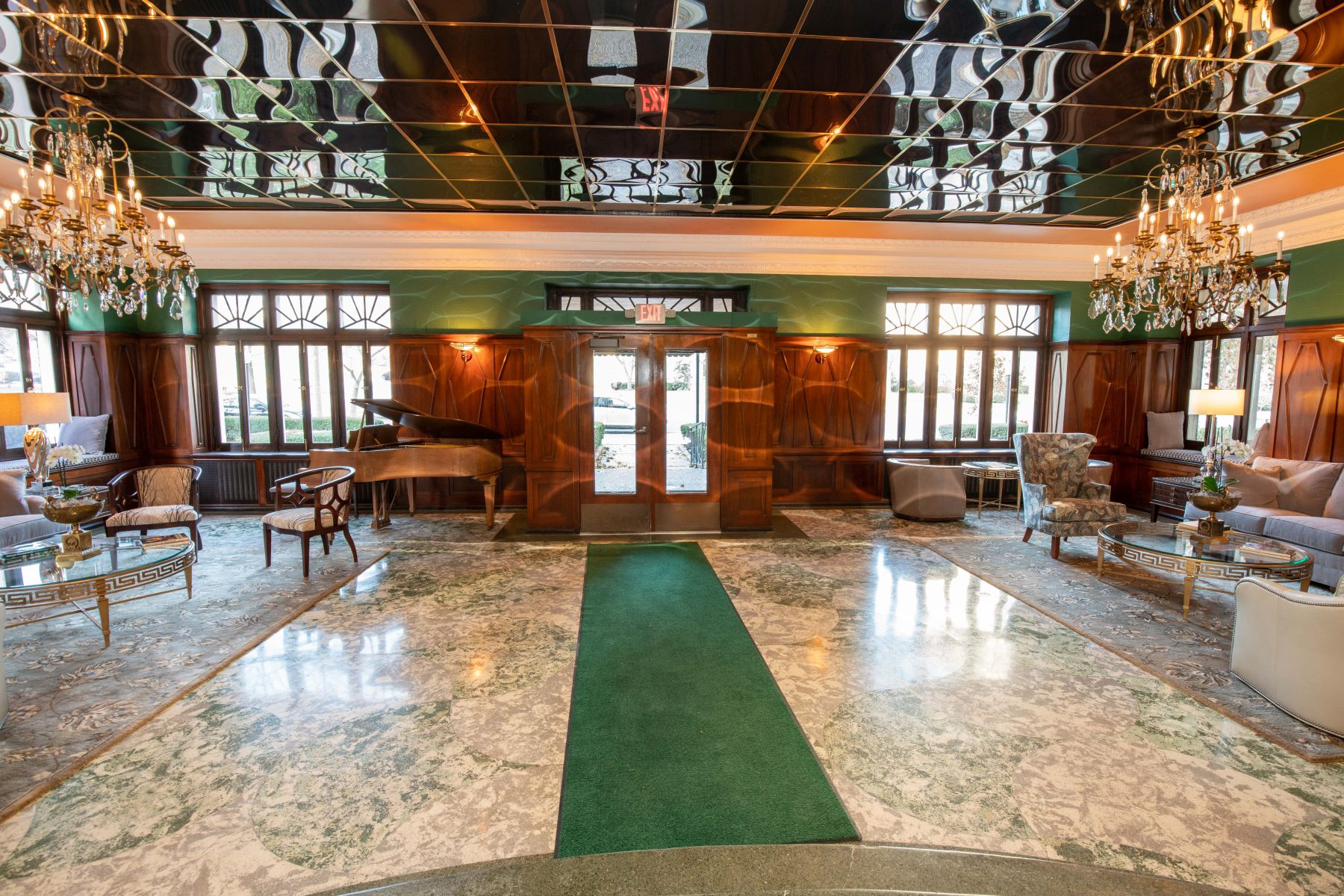 Additional photo for property listing at Pierre Chouteau High-Rise 4440 Lindell Boulevard #701 St. Louis, Missouri 63108 United States