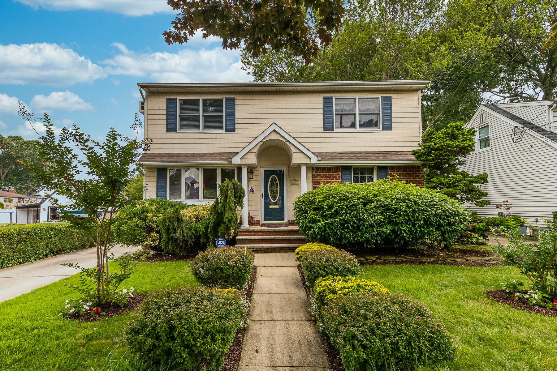 Single Family Homes 為 出售 在 103 Rhode Ave, Merrick, Ny, 11566 Merrick, 纽约 11566 美國