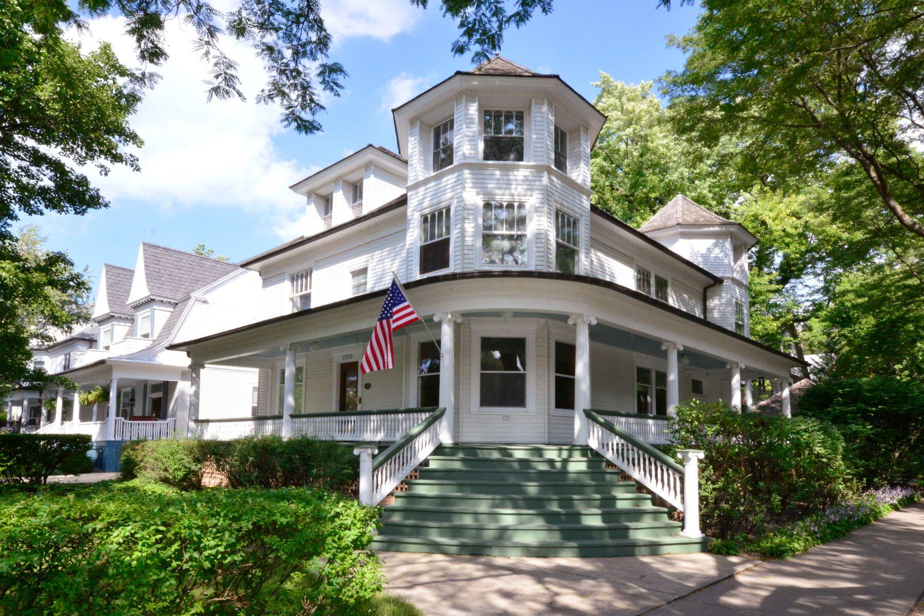 Single Family Homes 为 销售 在 Amazing Evanston Victorian 2233 Sherman Avenue 埃文斯顿, 伊利诺斯州 60201 美国