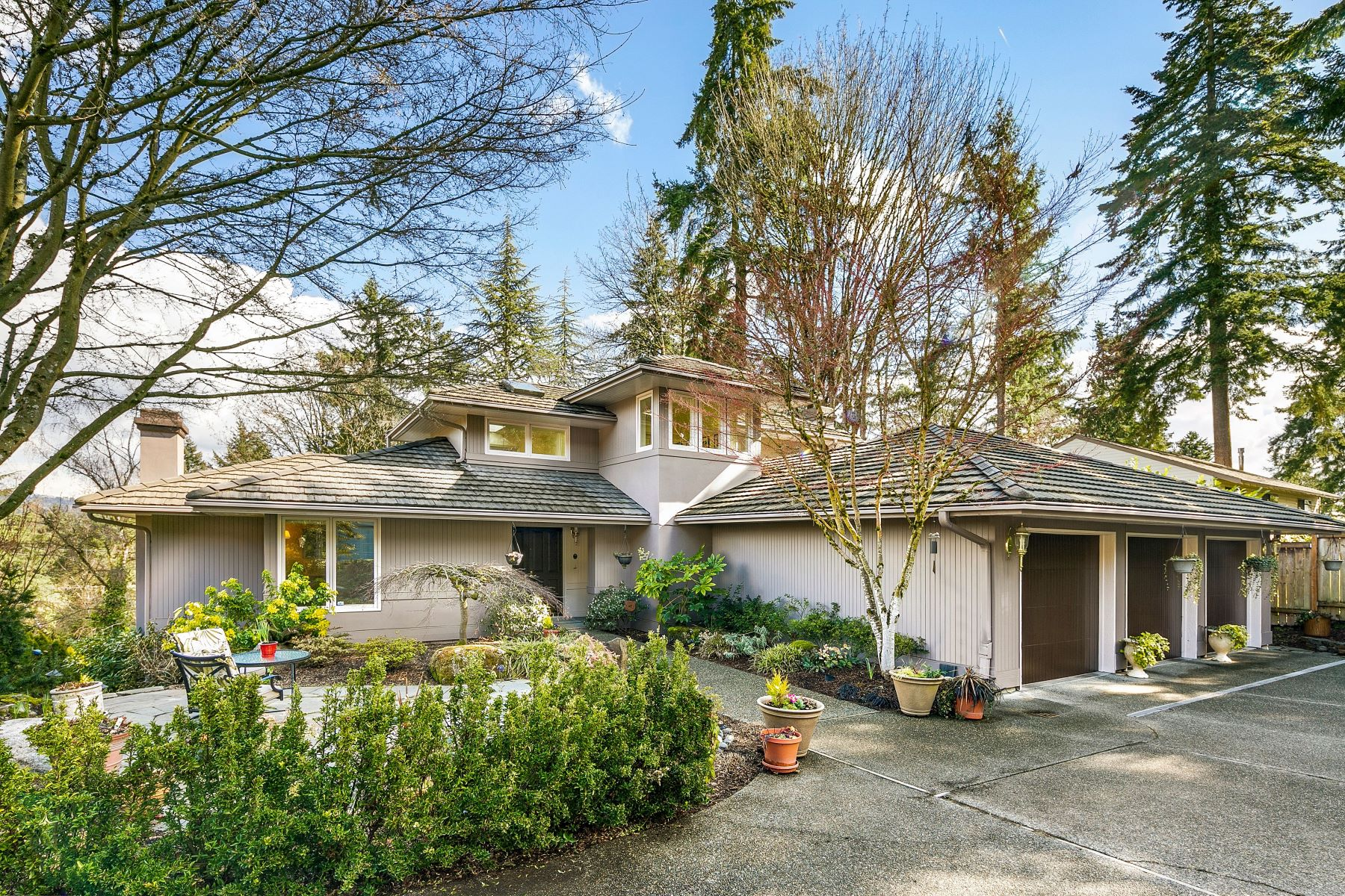Single Family Homes for Sale at 7066 92nd Ave SE, Mercer Island, WA 98040 Mercer Island, Washington 98040 United States