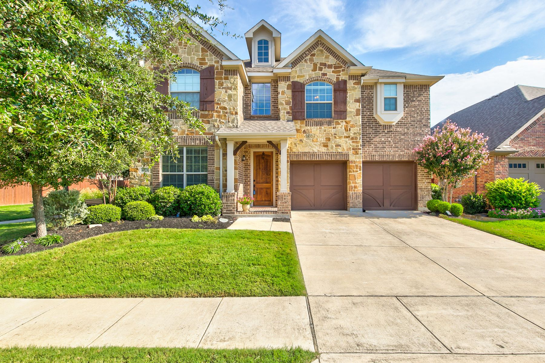 Single Family Homes for Sale at 6821 Swallow Lane, North Richland Hills, TX, 76182 6821 Swallow Lane North Richland Hills, Texas 76182 United States