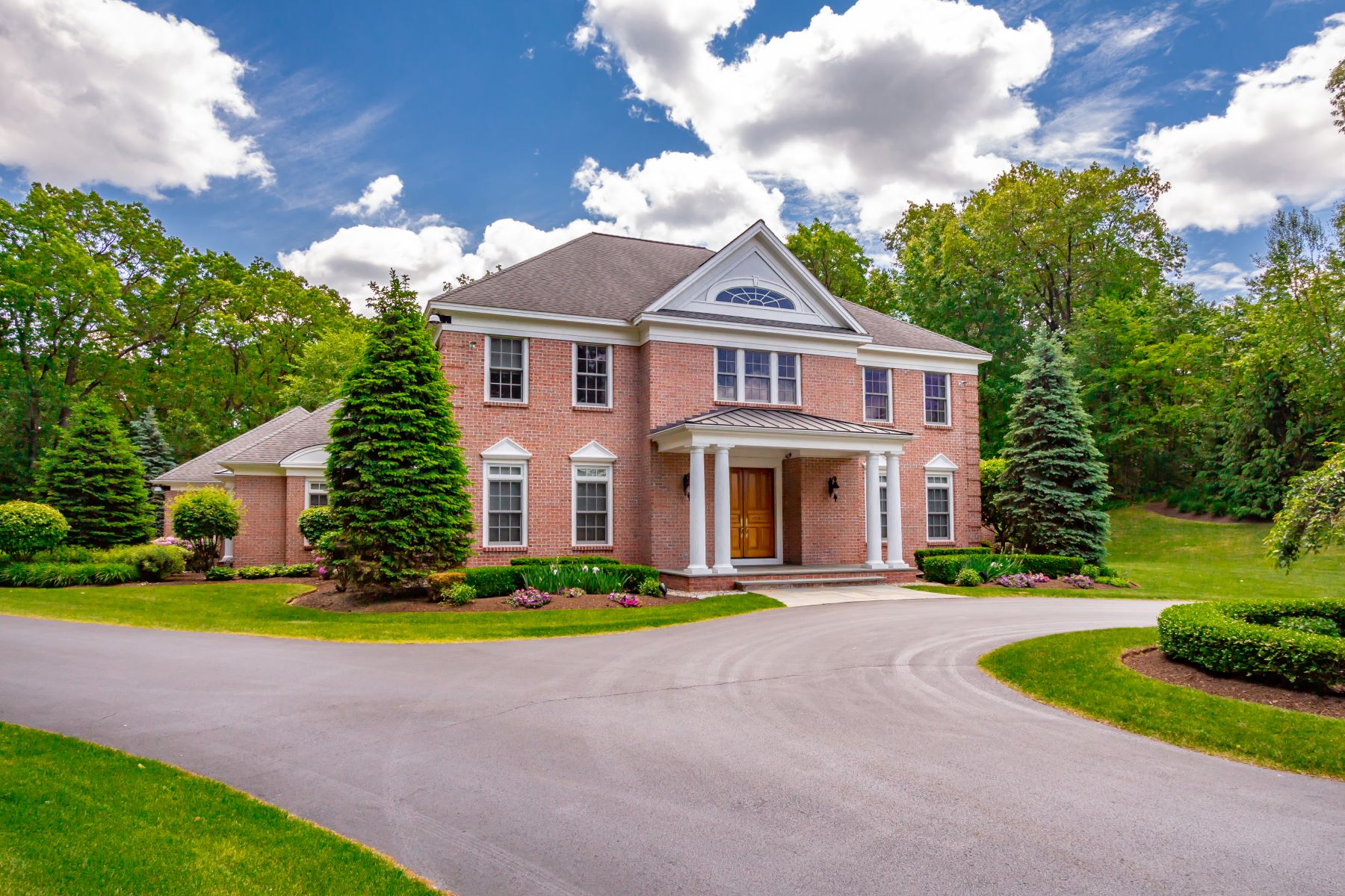 Single Family Homes for Active at Well Appointed Custom Estate on 2.6 Acres In The Heart Of Loundonville 13 Taprobane Lane Albany, New York 12211 United States