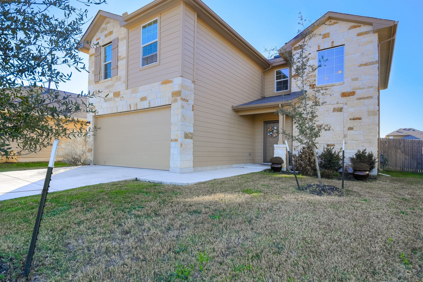 Single Family Homes for Active at 9827 Selestat Pt., Schertz, TX 78154 9827 Selestat Pt. Schertz, Texas 78154 United States