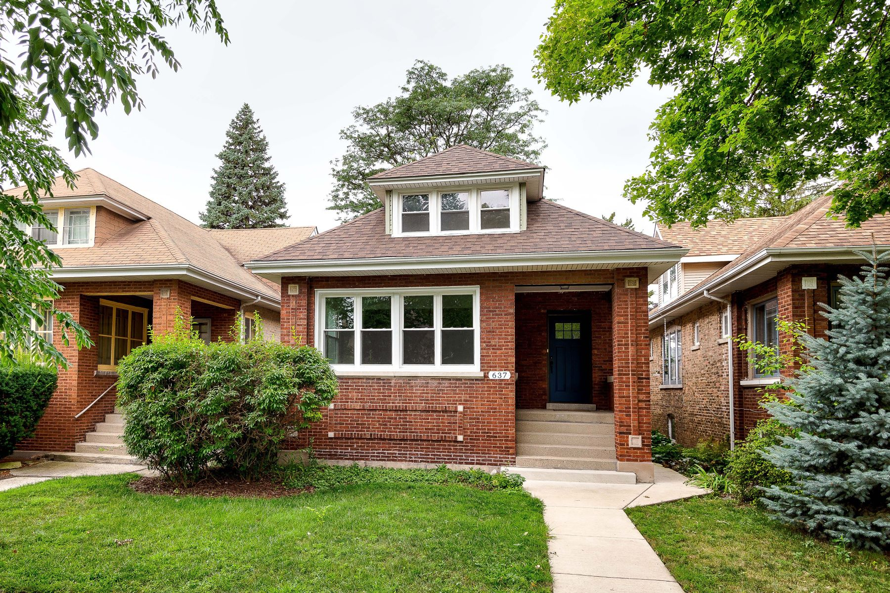 Single Family Homes for Active at Charming Oak Park Bungalow 637 Clarence Avenue Oak Park, Illinois 60304 United States