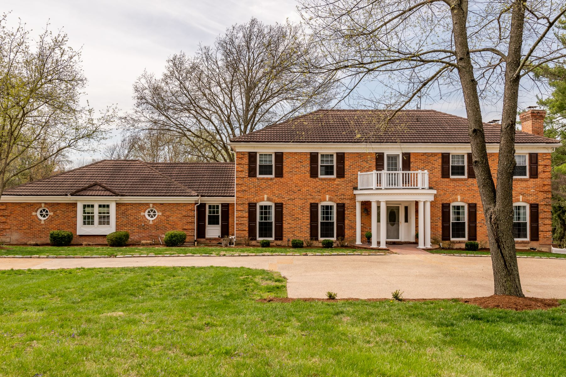 Single Family Home for Sale at Stately Home in Prestiguous Muirfield 22 Muirfield Lane Town And Country, Missouri 63141 United States