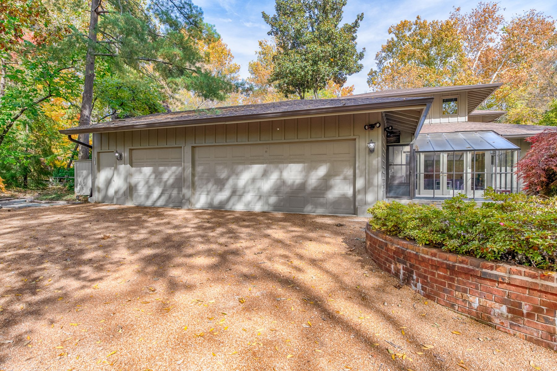 Additional photo for property listing at Important Contemporary Residence 57 Log Cabin Drive Ladue, Missouri 63124 United States