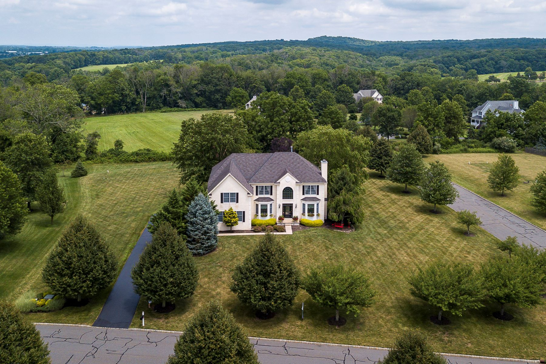 Additional photo for property listing at As Seen In Design New Jersey Magazine 12 Steeple View Court, Lambertville, New Jersey 08530 United States