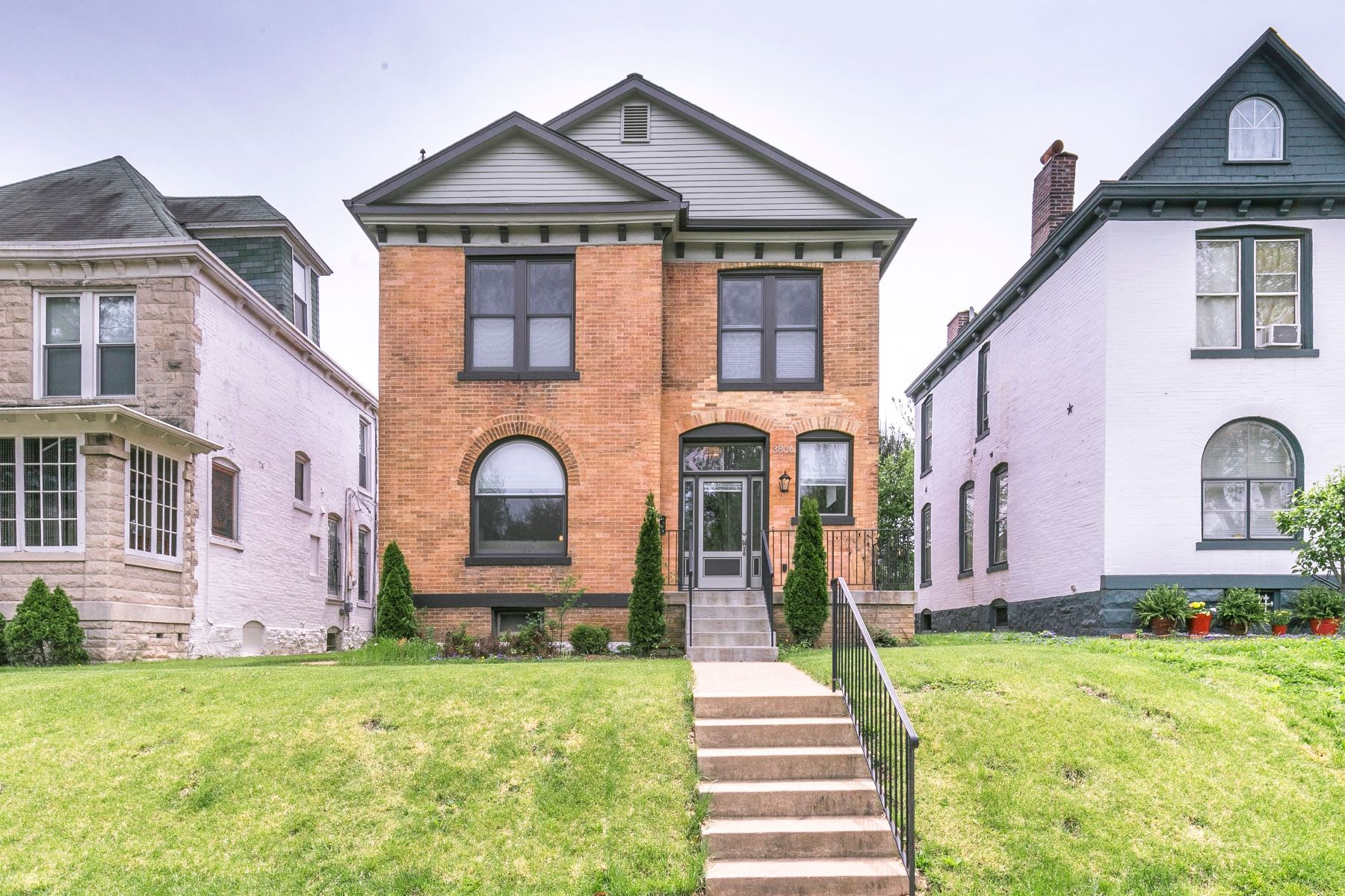Single Family Homes for Sale at Renovated, Park View Home 3806 Arsenal Street St. Louis, Missouri 63116 United States