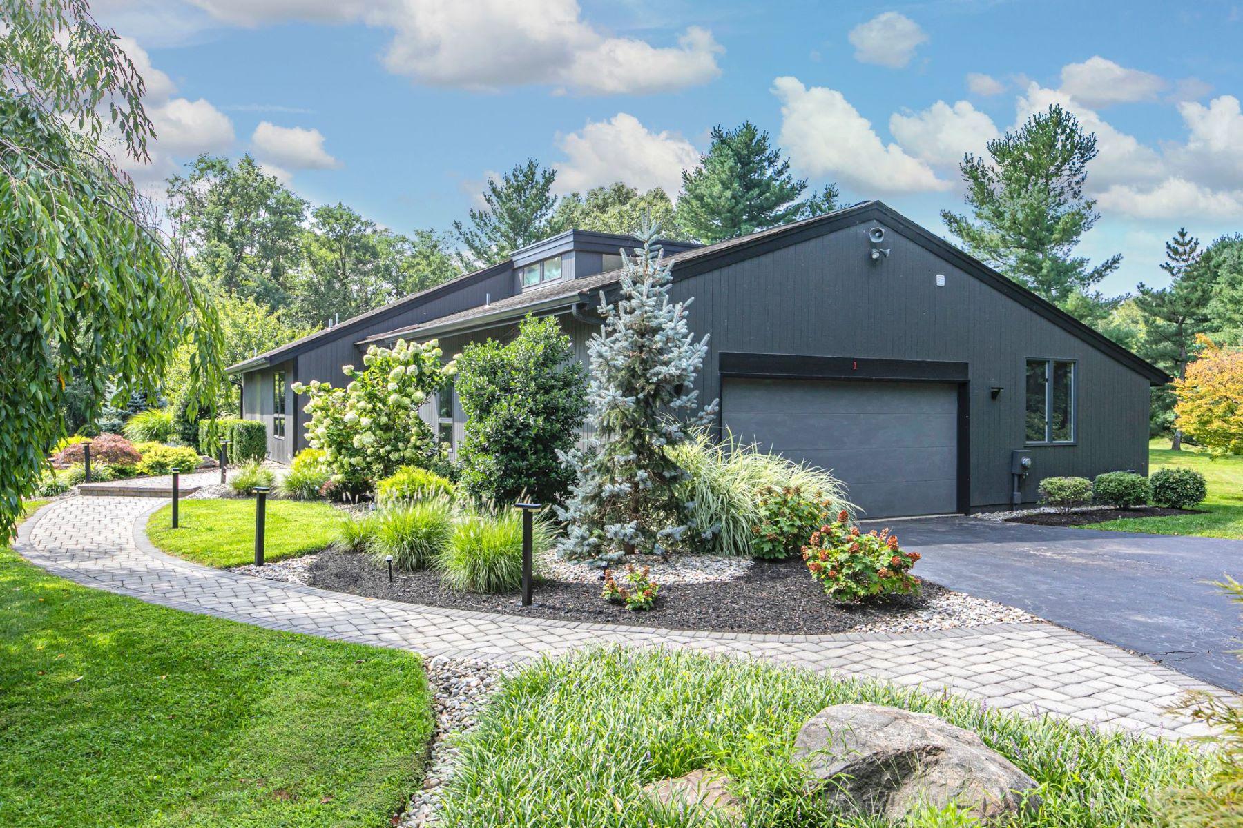 Single Family Homes för Försäljning vid Stunning Contemporary in Beautiful Gated Community 1 Deer Run, Princeton, New Jersey 08540 Förenta staterna