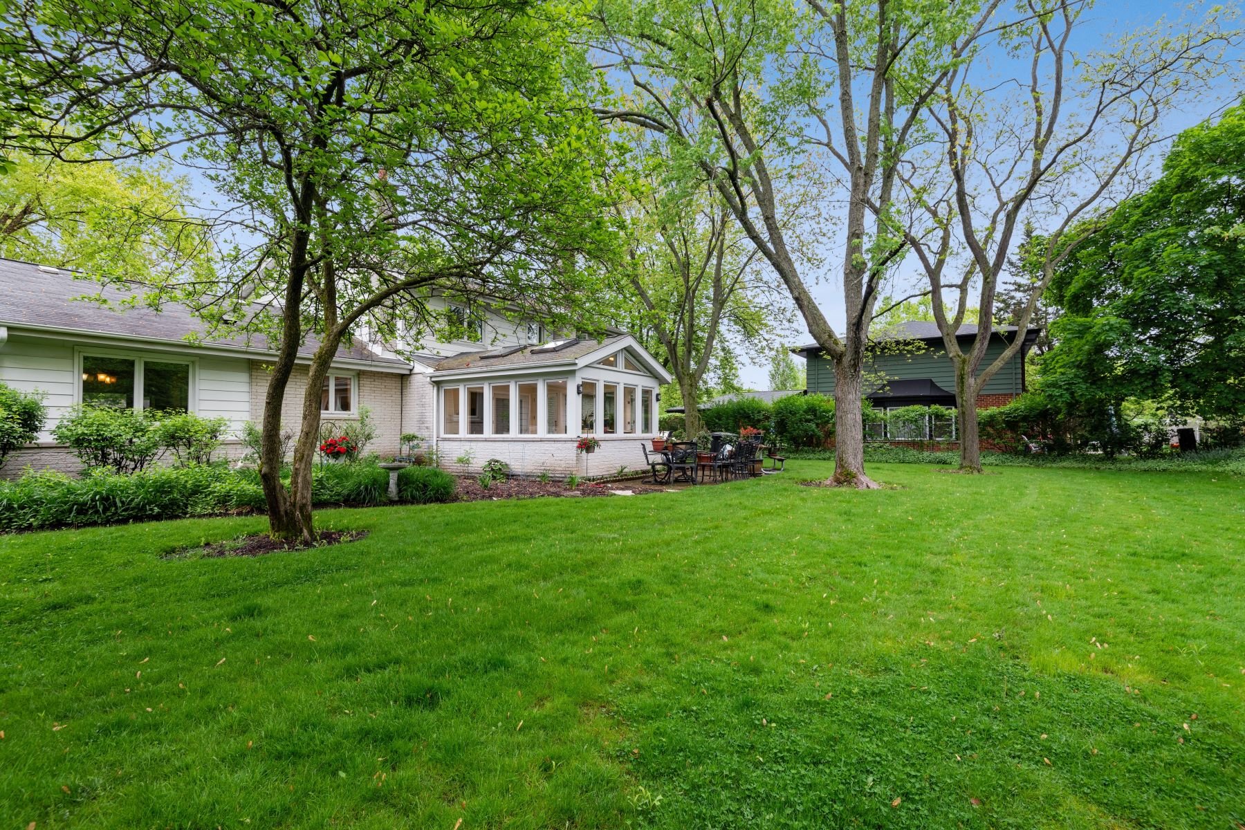 Additional photo for property listing at A True Gem 1616 Birch Road Northbrook, Illinois 60062 United States