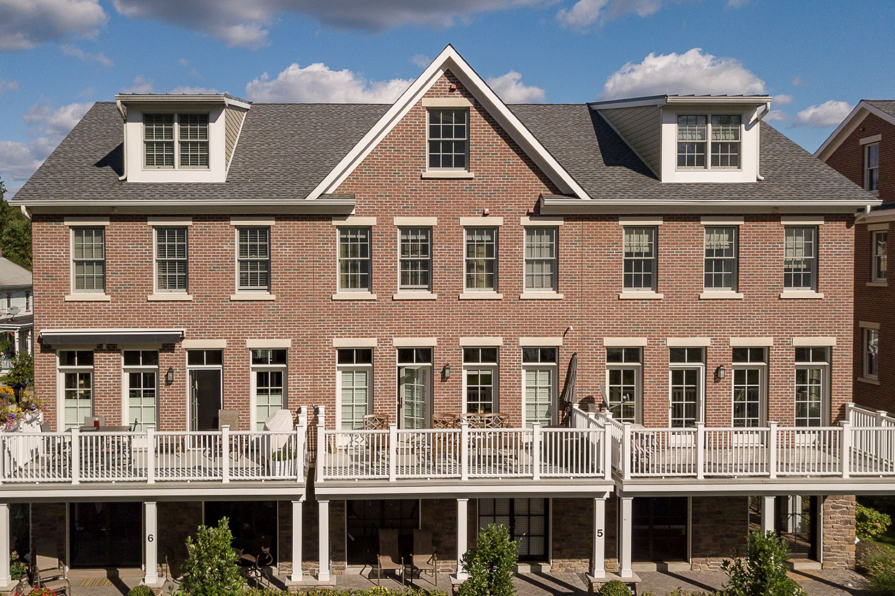 townhouses por un Venta en The Best of Both Worlds 3 River Mills Drive Frenchtown, Nueva Jersey 08825 Estados Unidos
