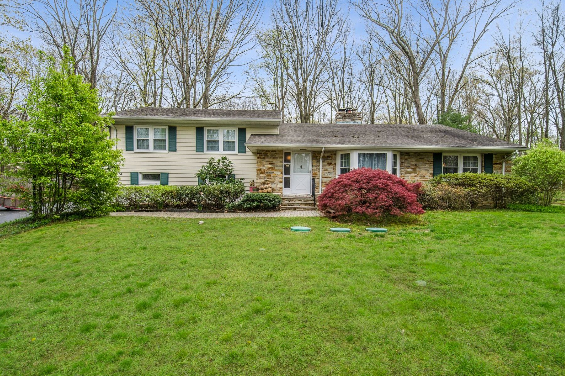 Single Family Homes للـ Sale في Warm Character Fills This Sprawling Home 14 Timberlane Drive, Pennington, New Jersey 08534 United States