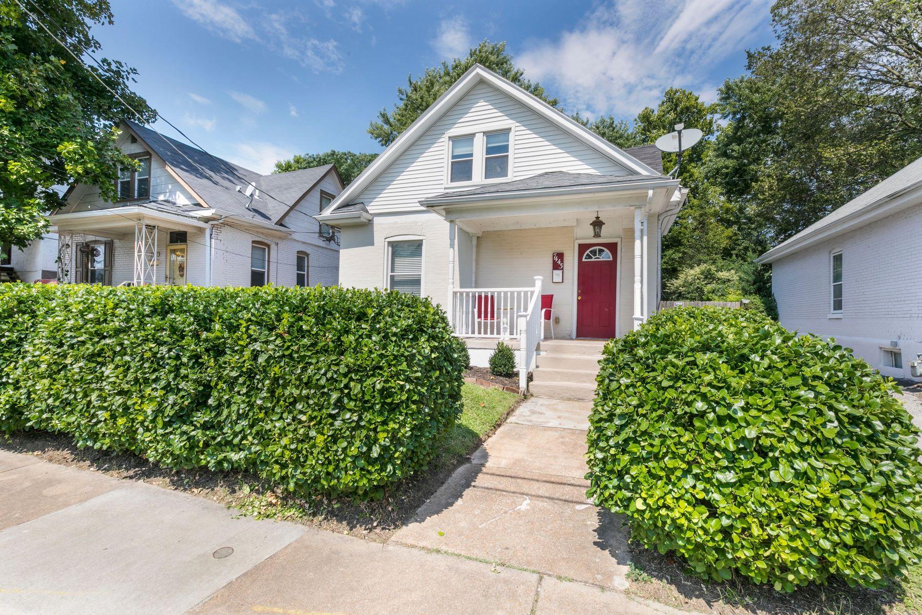 Single Family Homes для того Продажа на Adorable Maplewood Bungalow 7443 Lohmeyer Avenue Maplewood, Миссури 63143 Соединенные Штаты