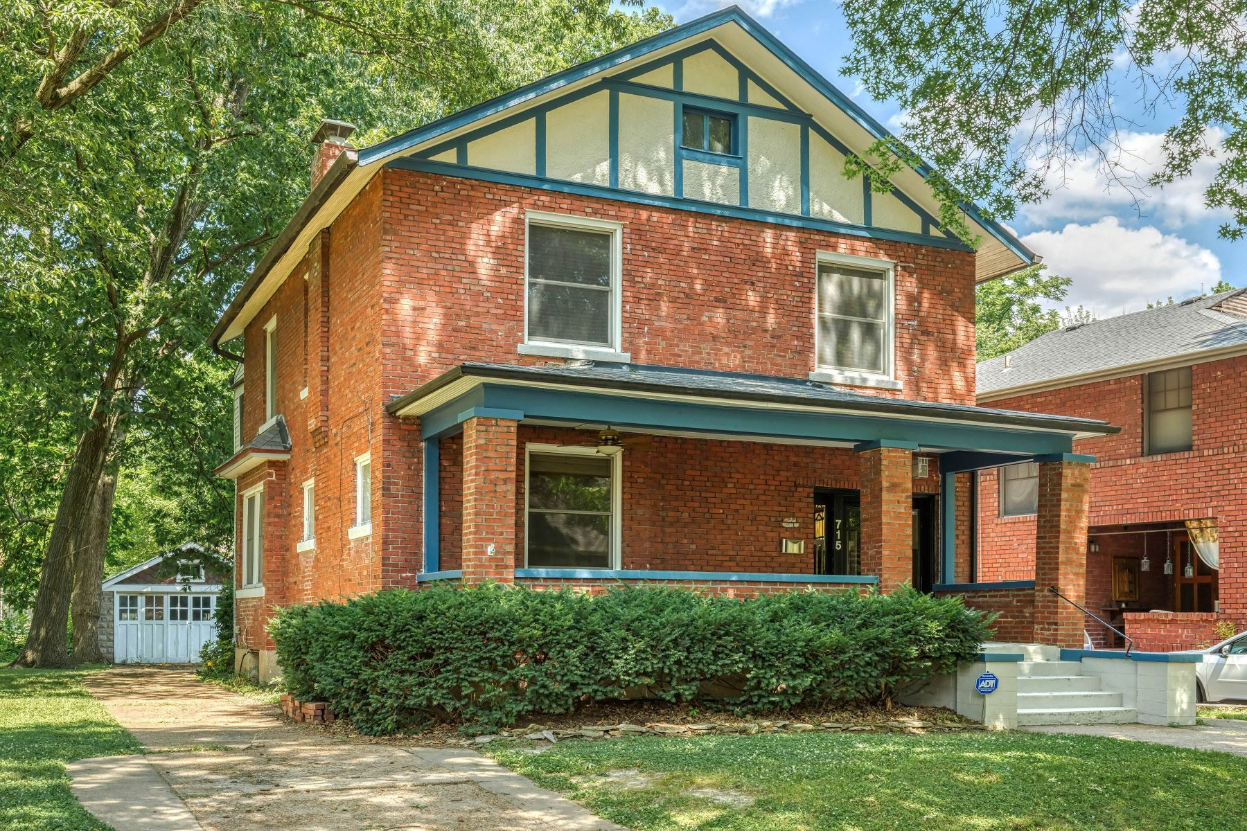 Single Family Homes for Sale at Gracious Century Home 715 Harvard Avenue University City, Missouri 63130 United States