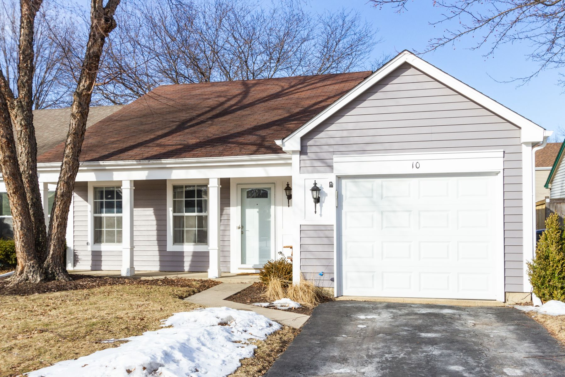 Duplex for Sale at Mint Condition 10 Bedford Road Mundelein, Illinois 60060 United States