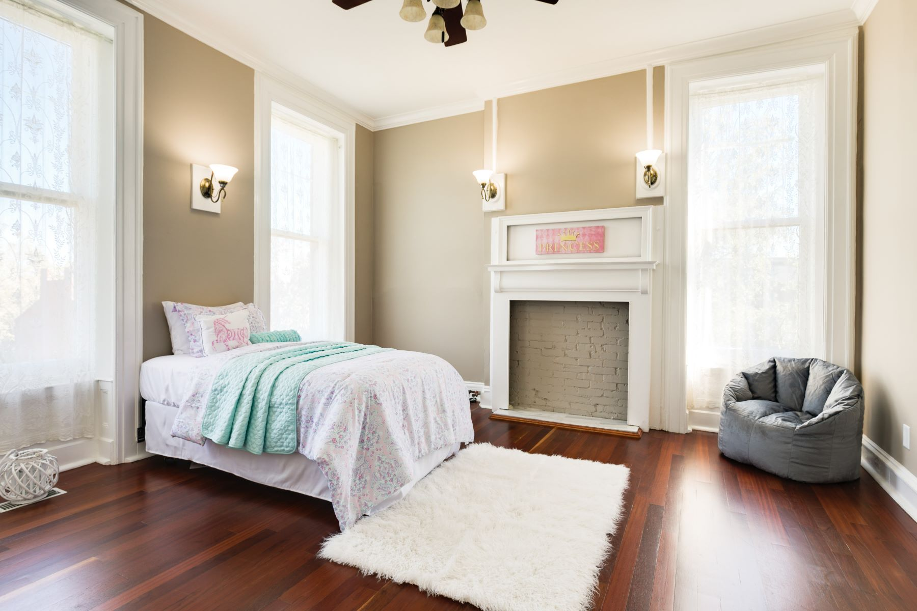 Additional photo for property listing at Renovated Victorian Masterpiece in Lafayette Square 1808 Kennett Place St. Louis, Missouri 63104 United States