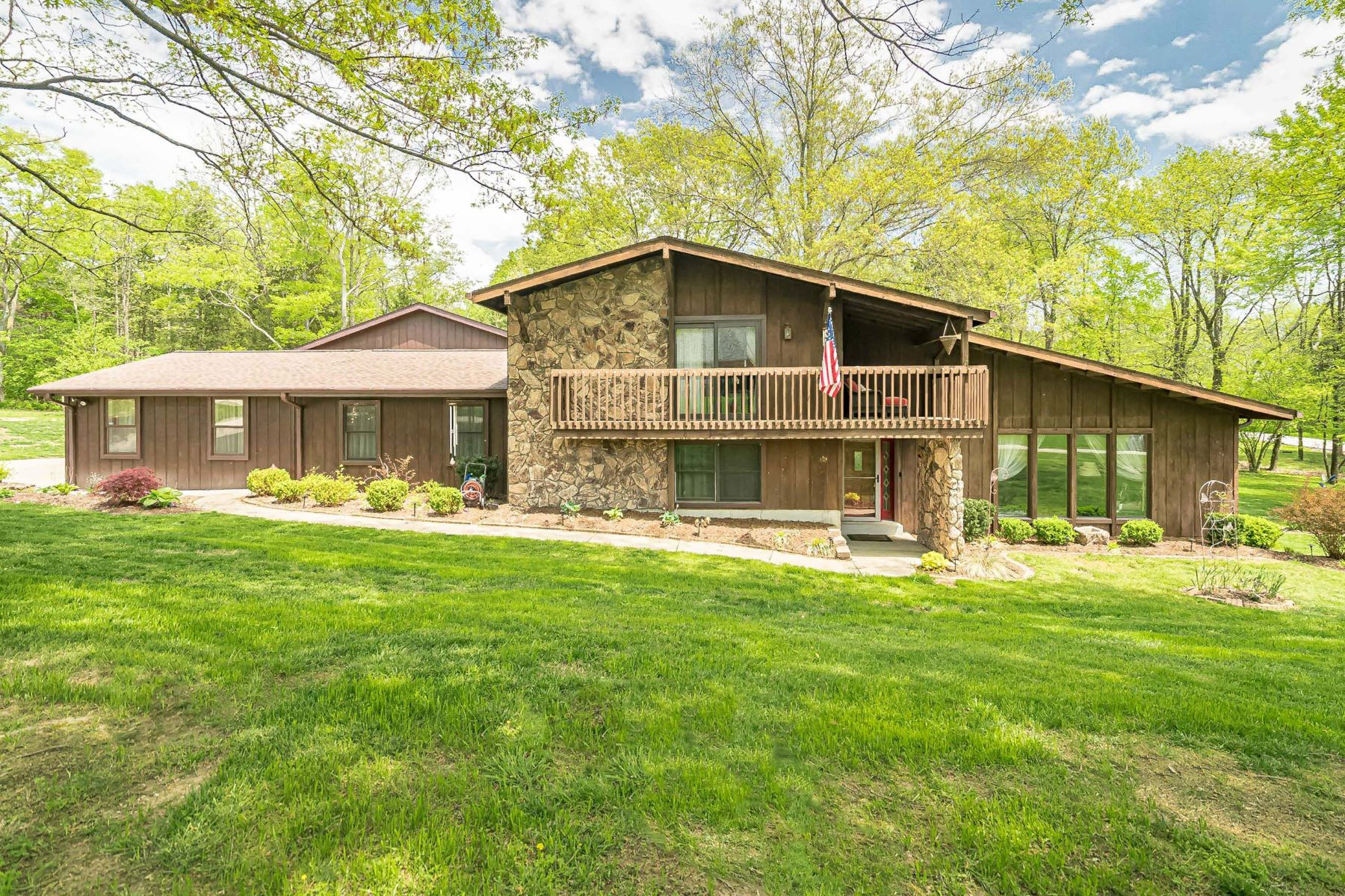 Single Family Homes for Active at Spacious Home on 1.95 Acres With a Ten-Car Garage! 708 De Vaca Lane Weldon Spring, Missouri 63304 United States