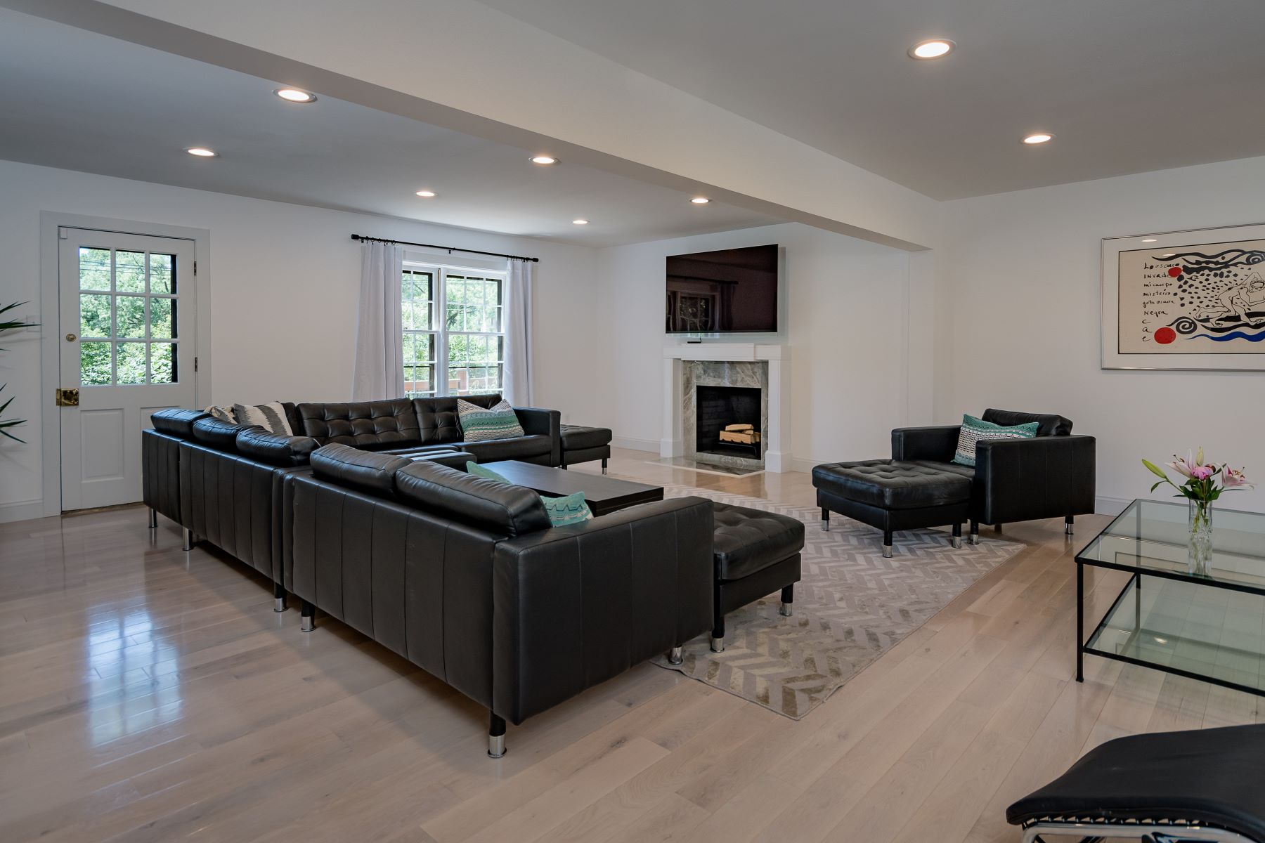Additional photo for property listing at Classic Yet Modern 2-Story in Beautiful Ladue 43 Granada Way Ladue, Missouri 63124 United States