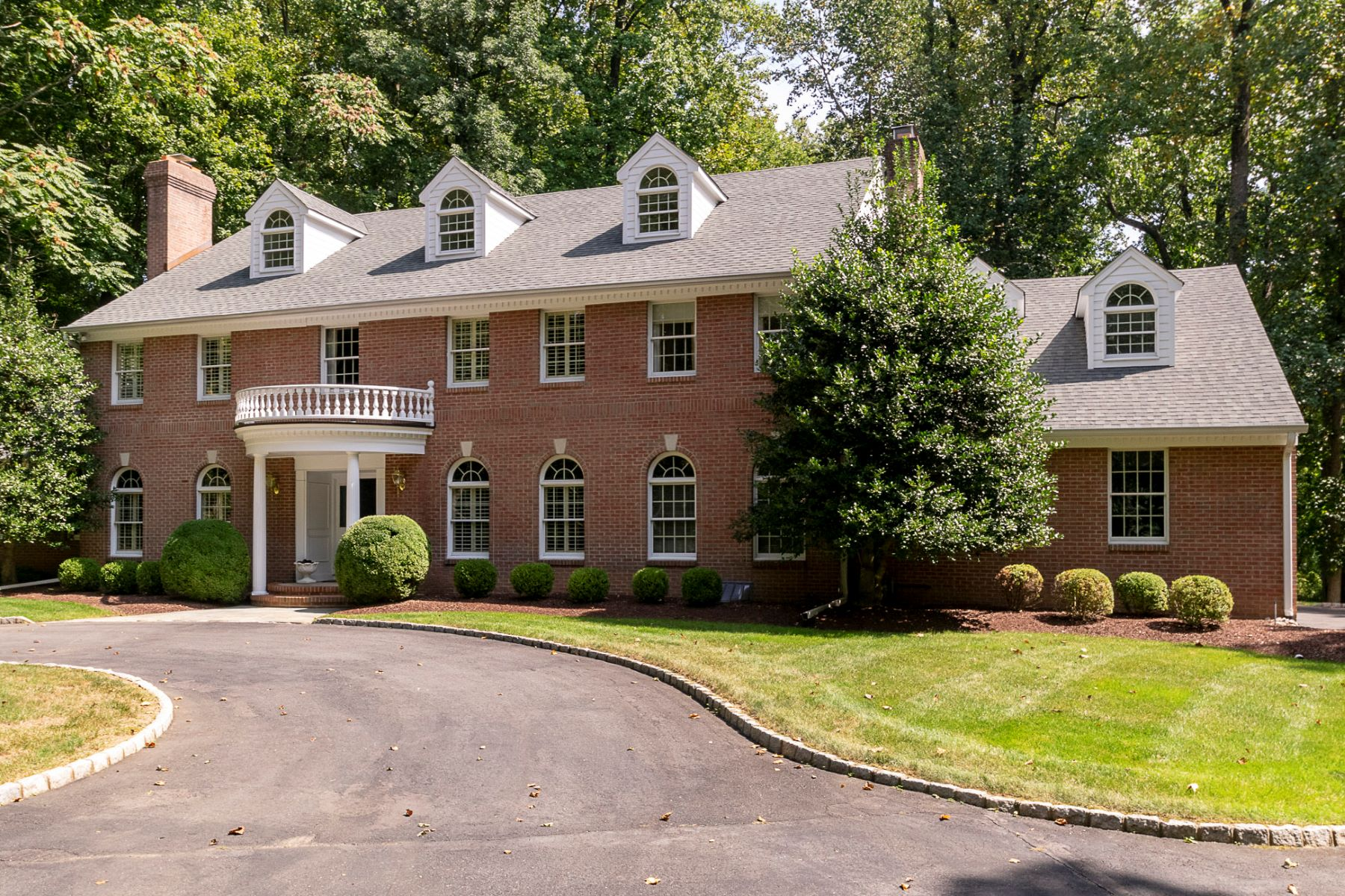 Single Family Homes per Vendita alle ore Graciousness and Privacy, Just Minutes from Town 265 Cherry Hill Road, Princeton, New Jersey 08540 Stati Uniti