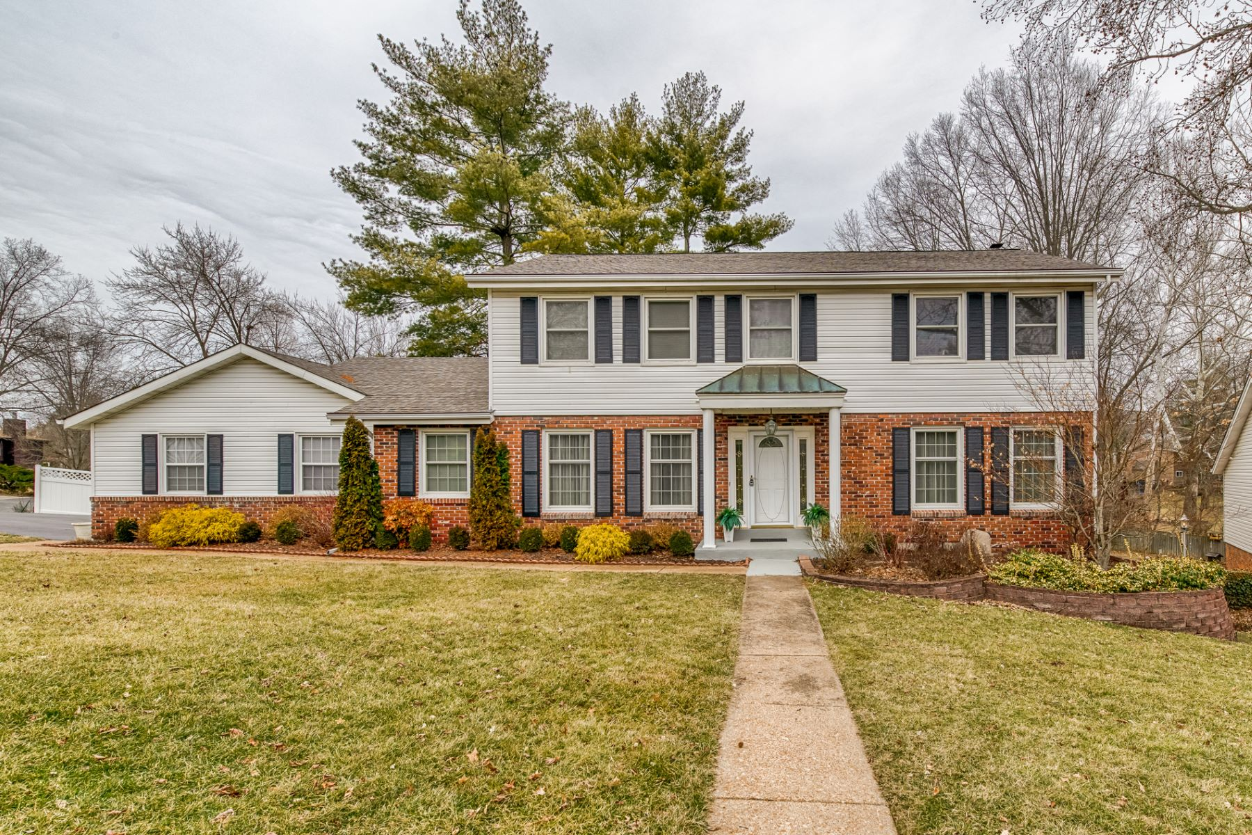 Single Family Home for Sale at Crystal Drive 2124 Crystal Drive St. Louis, Missouri 63131 United States