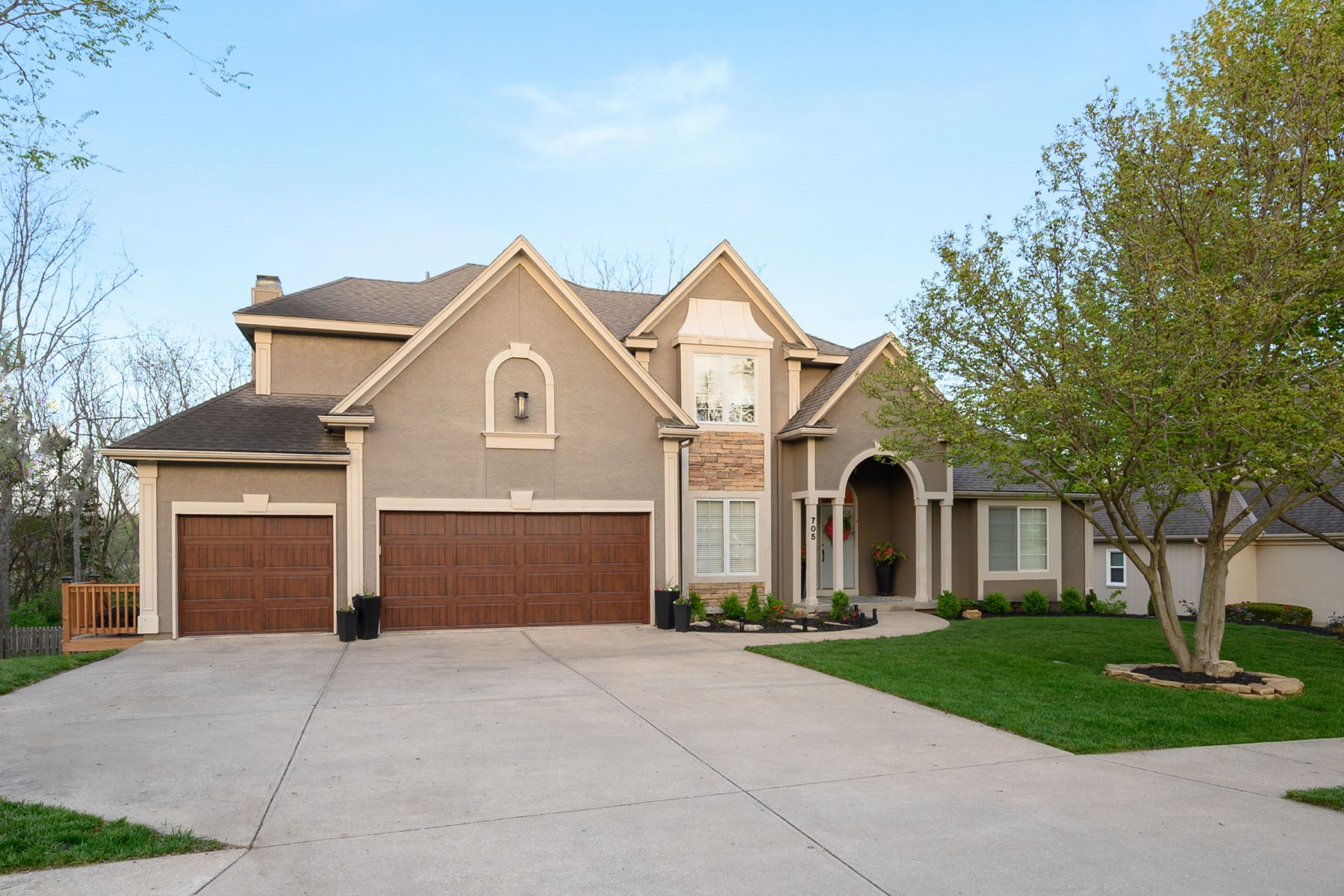 Single Family Homes for Sale at Winterset Park 705 SW Trailpark Drive Lees Summit, Missouri 64081 United States
