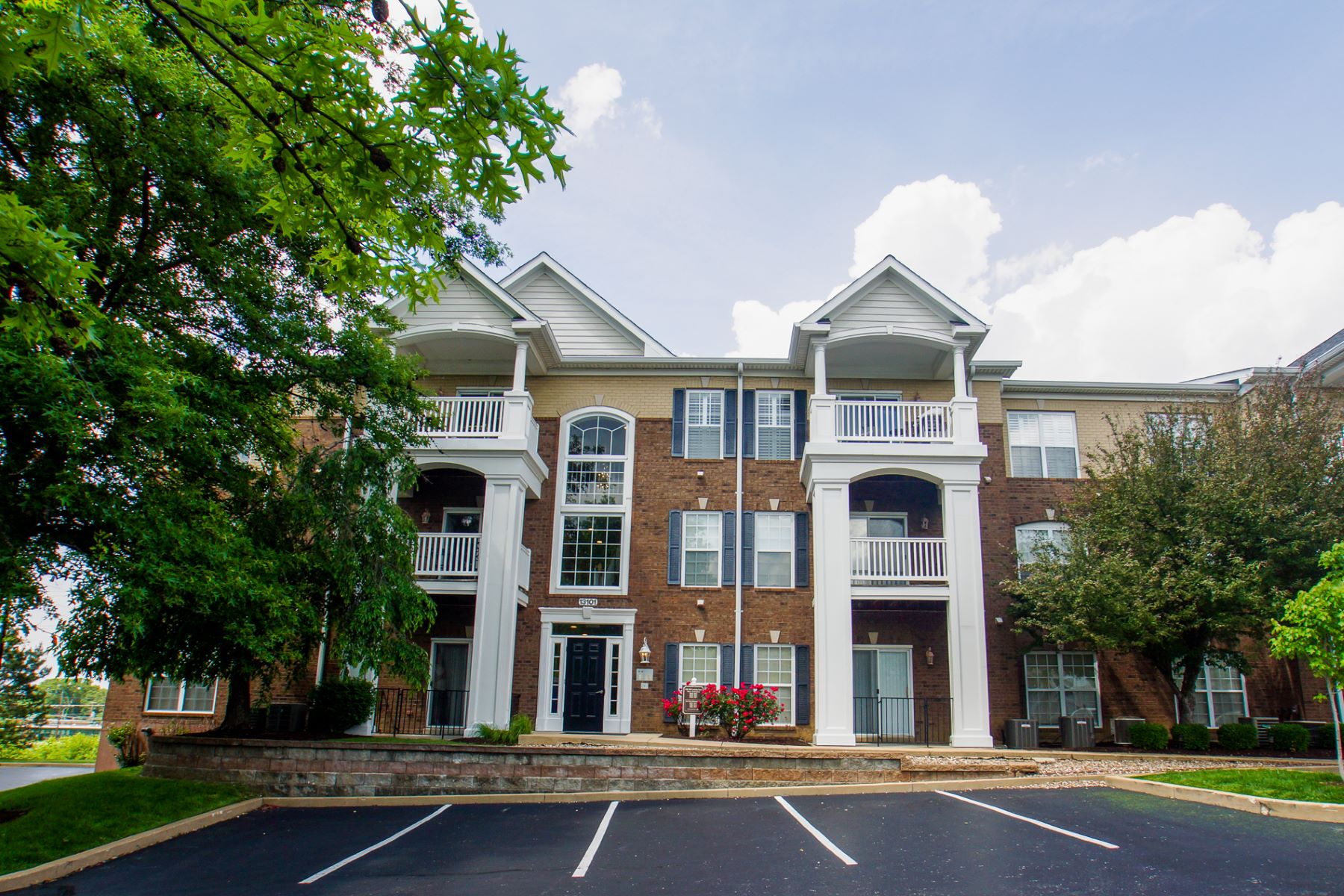 Condominiums for Rent at Lovely Creve Coeur Condo in a Gated Community 13101 Mill Crossing Court #104 Creve Coeur, Missouri 63141 United States
