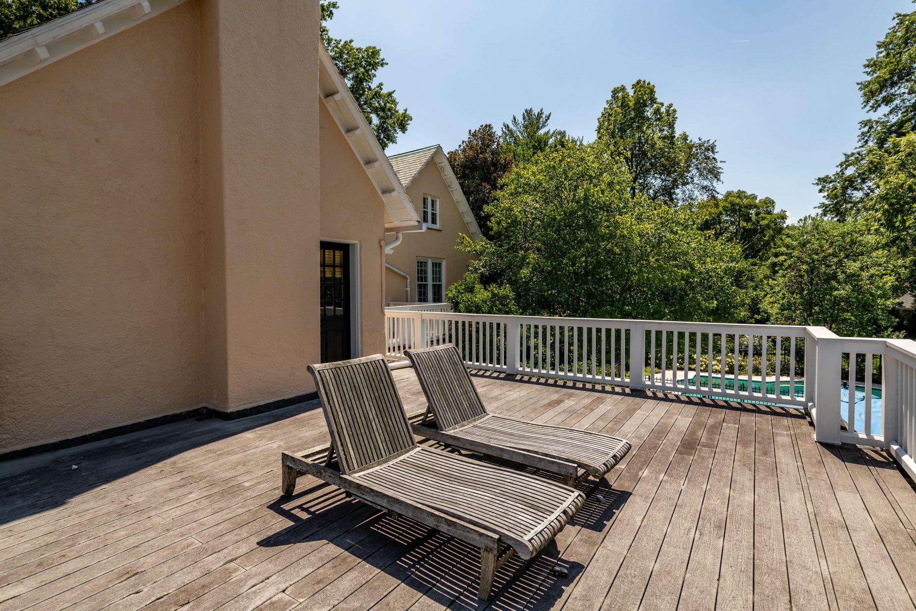 Additional photo for property listing at Gracious Historic Kirkwood Home 333 Dickson Street Kirkwood, Missouri 63122 United States