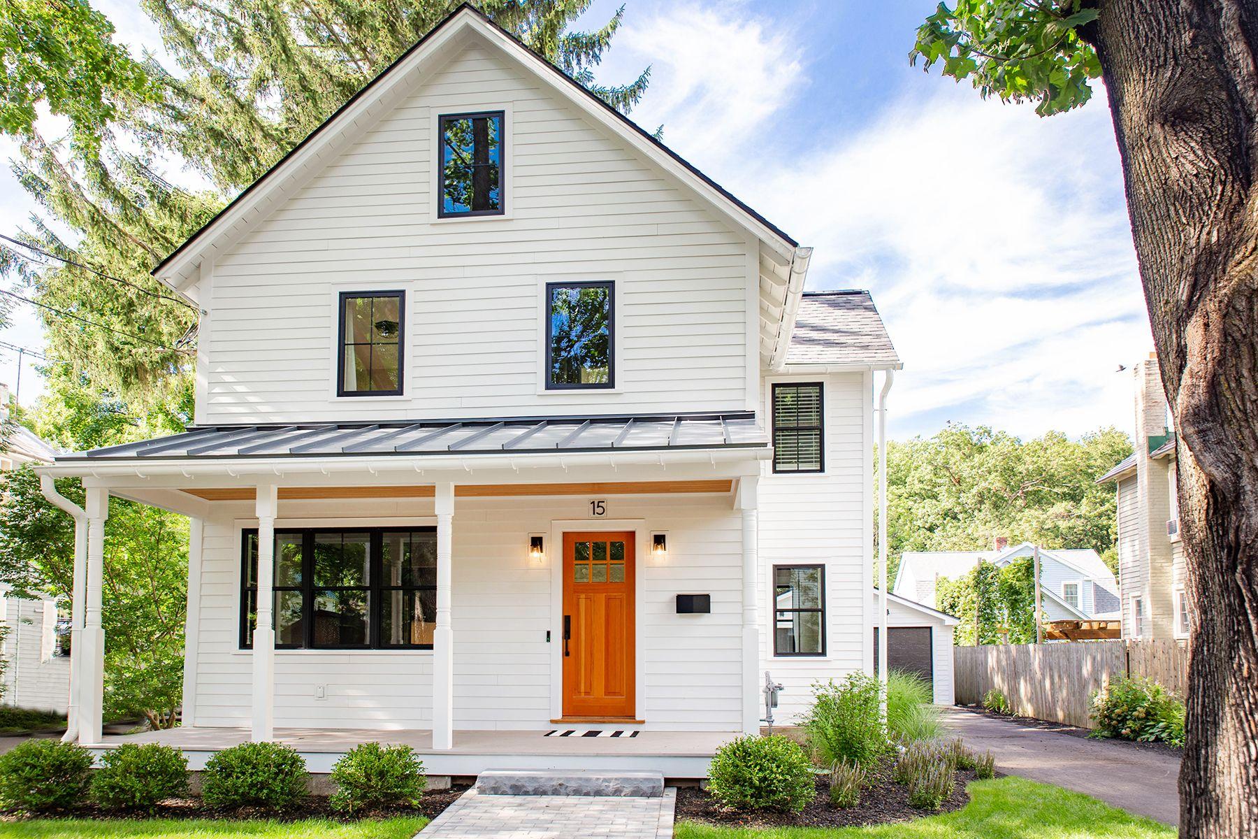 Single Family Homes 為 出售 在 15 Hutchins Street, Saratoga Springs, NY 12866 Saratoga Springs, 纽约 12866 美國