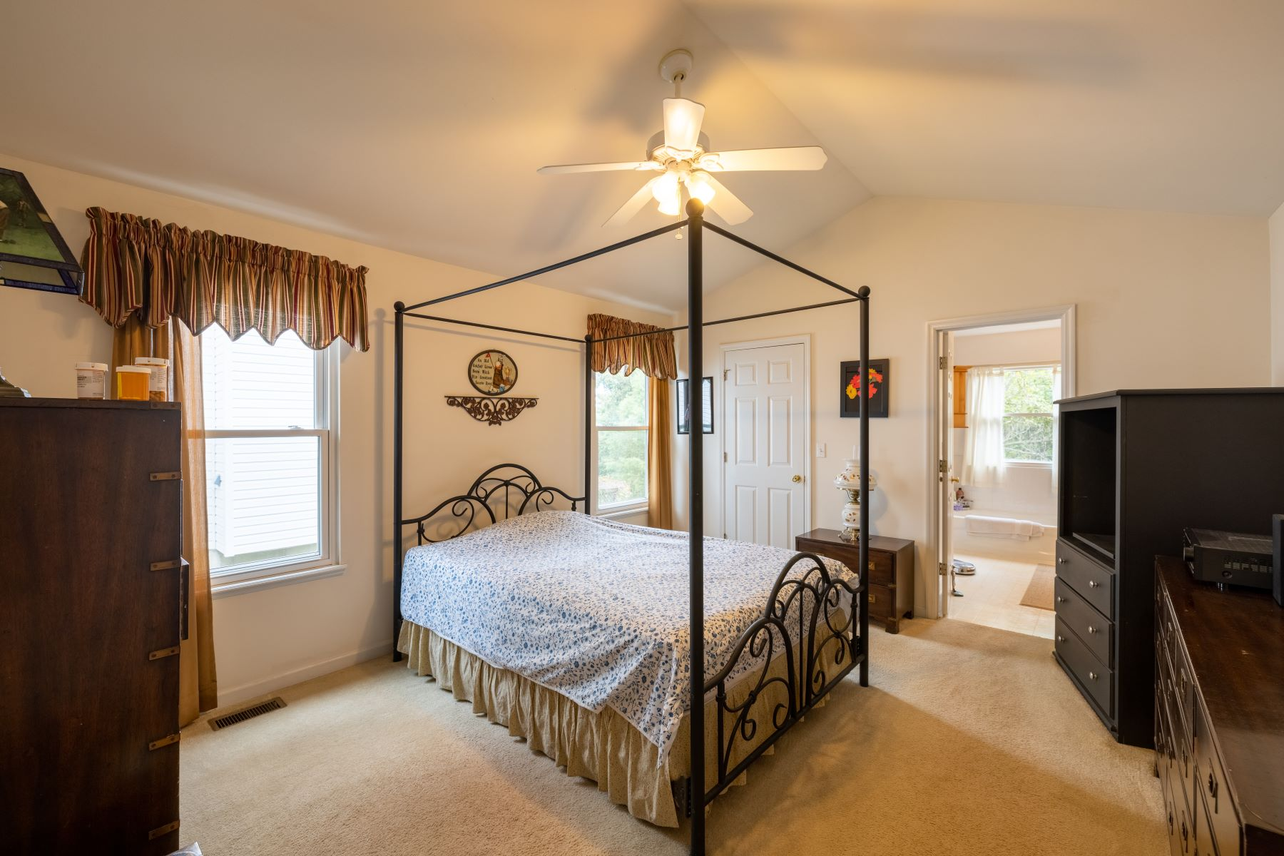 Additional photo for property listing at Perfect Ranch Home for Entertaining 3598 Lakeview Heights Drive St. Louis, Missouri 63129 United States