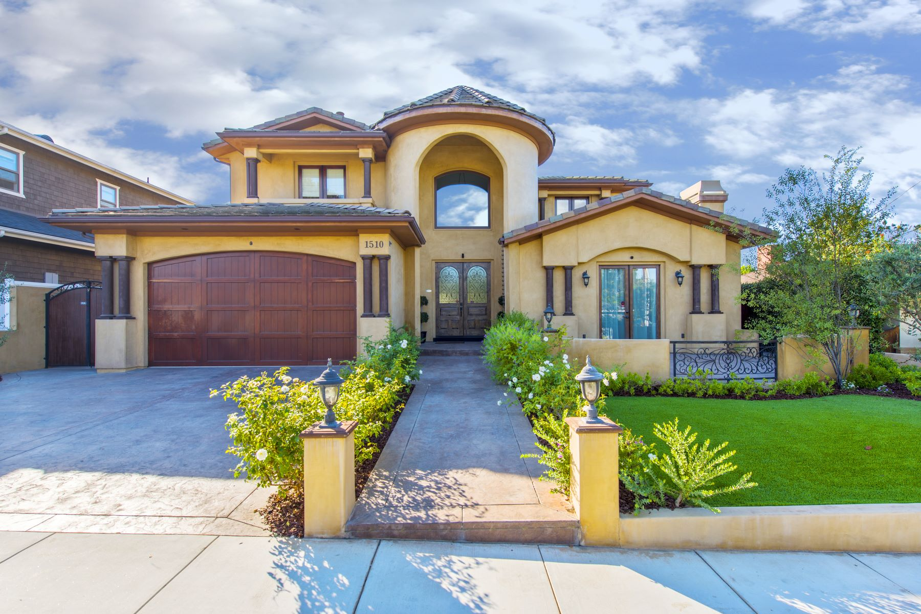 Single Family Homes for Sale at 1510 East Oak Avenue, El Segundo, CA 90245 1510 East Oak Avenue El Segundo, California 90245 United States