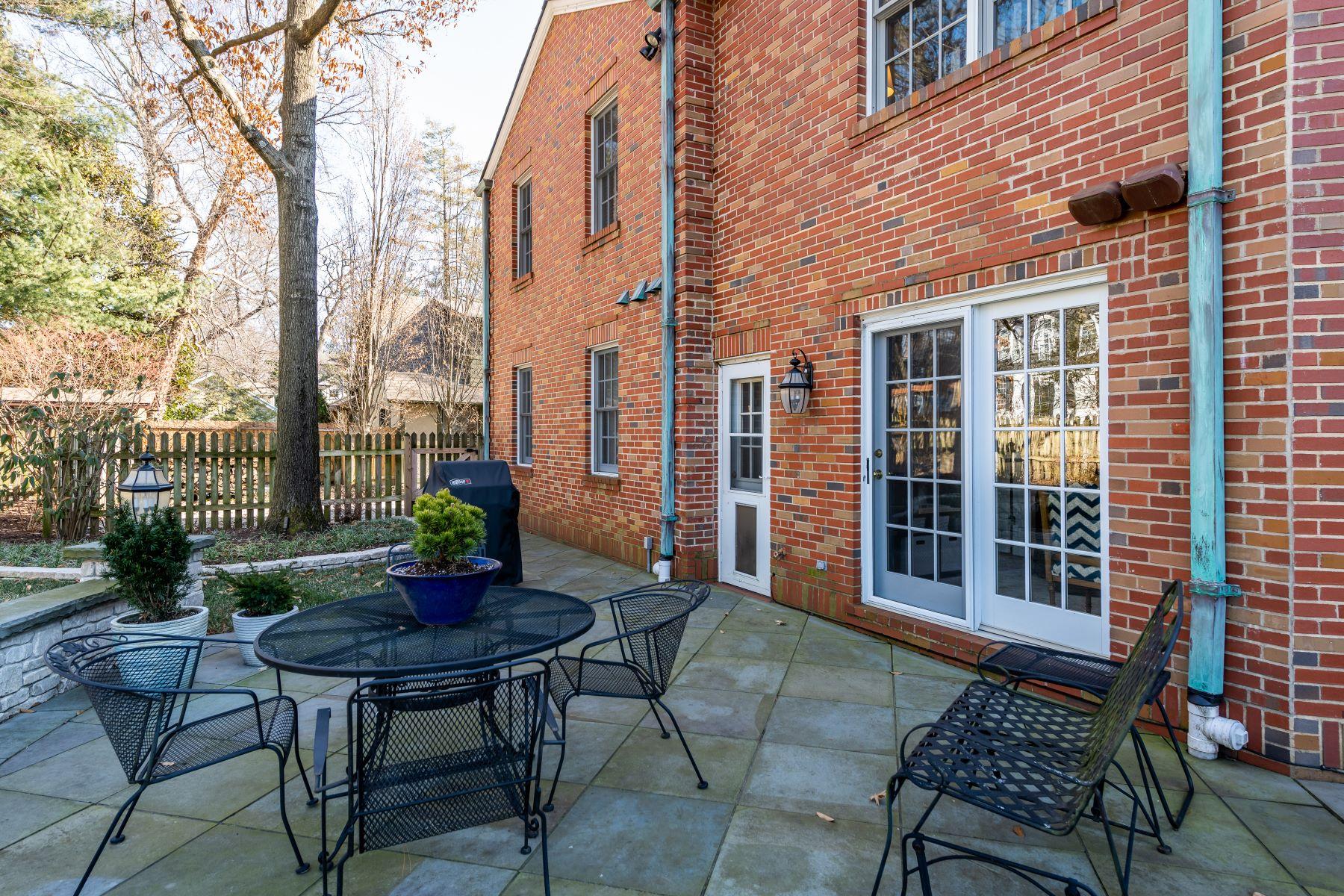 Additional photo for property listing at Stately Kirkwood Home 639 Scott Avenue Kirkwood, Missouri 63122 United States