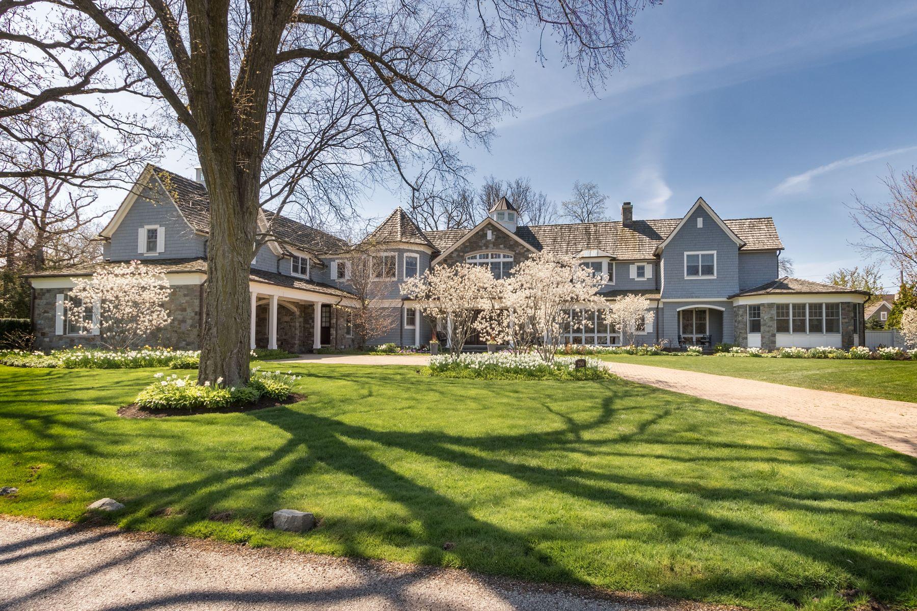 Single Family Homes para Venda às Stunning Cape Cod 290 Shadowood Lane Northfield, Illinois 60093 Estados Unidos
