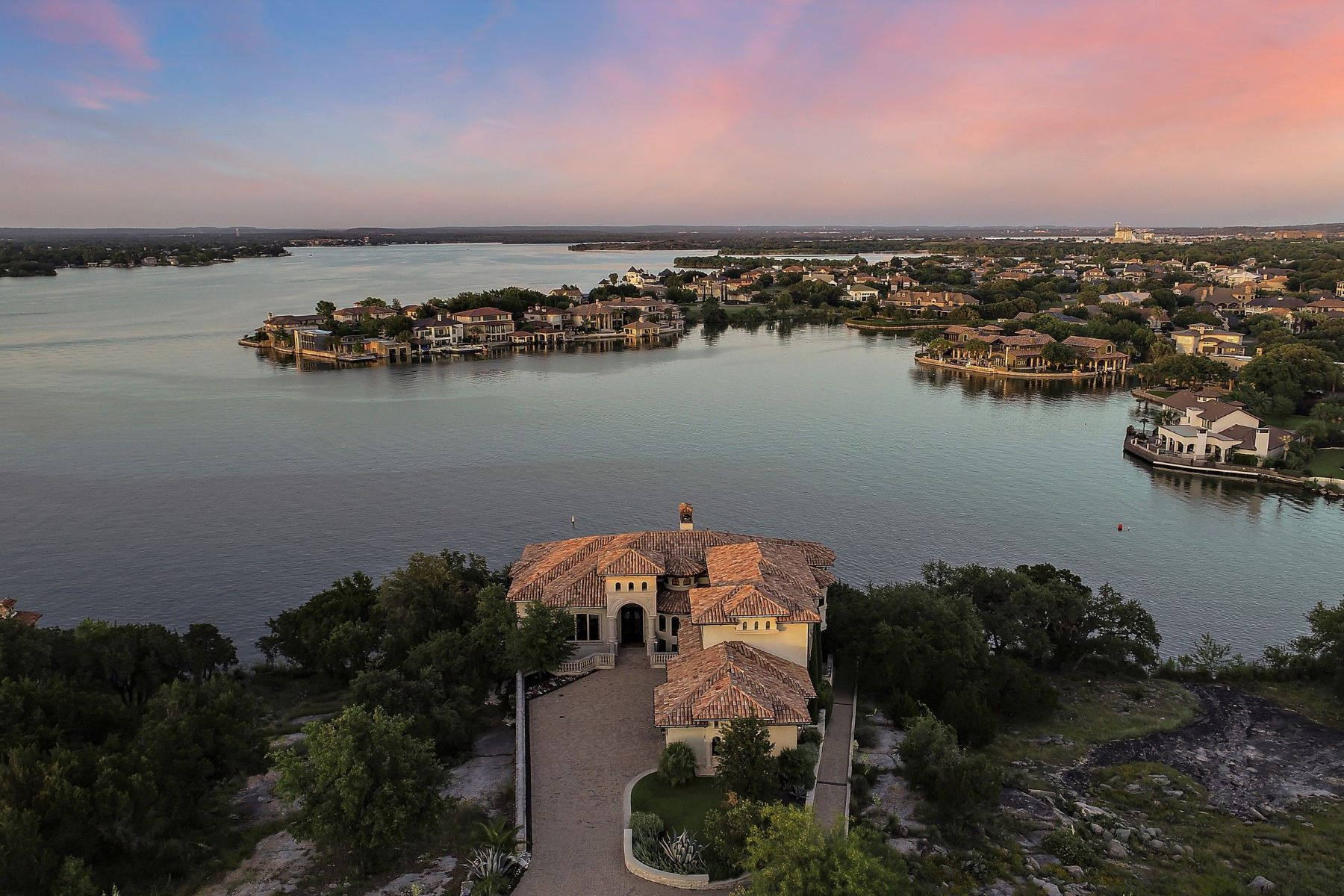 Single Family Homes for Active at Exquisite waterfront estate with unsurpassed views. 1313 Apache Tears Horseshoe Bay, Texas 78657 United States