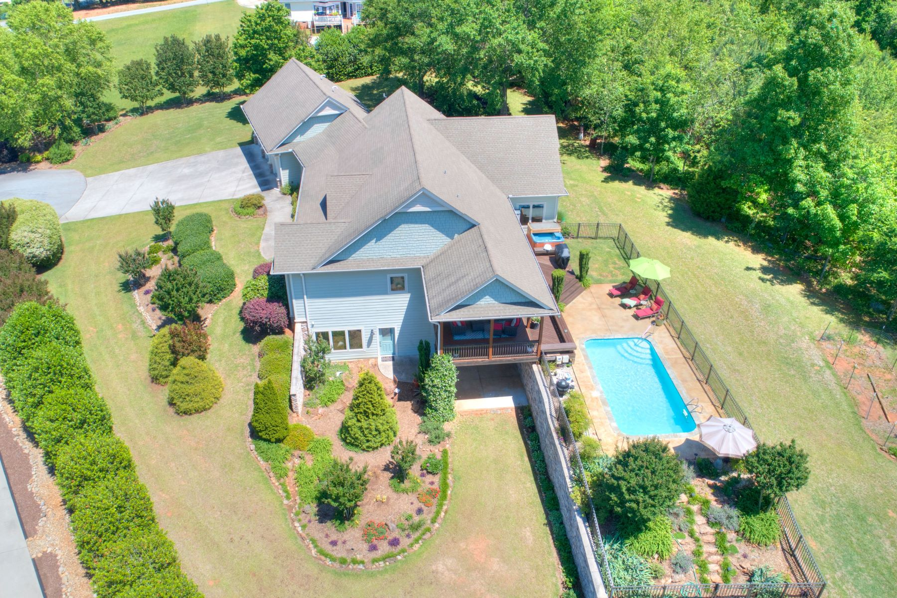 Single Family Homes for Sale at 9 Shannon Court, Anderson, SC 29626 9 Shannon Court Anderson, South Carolina 29626 United States