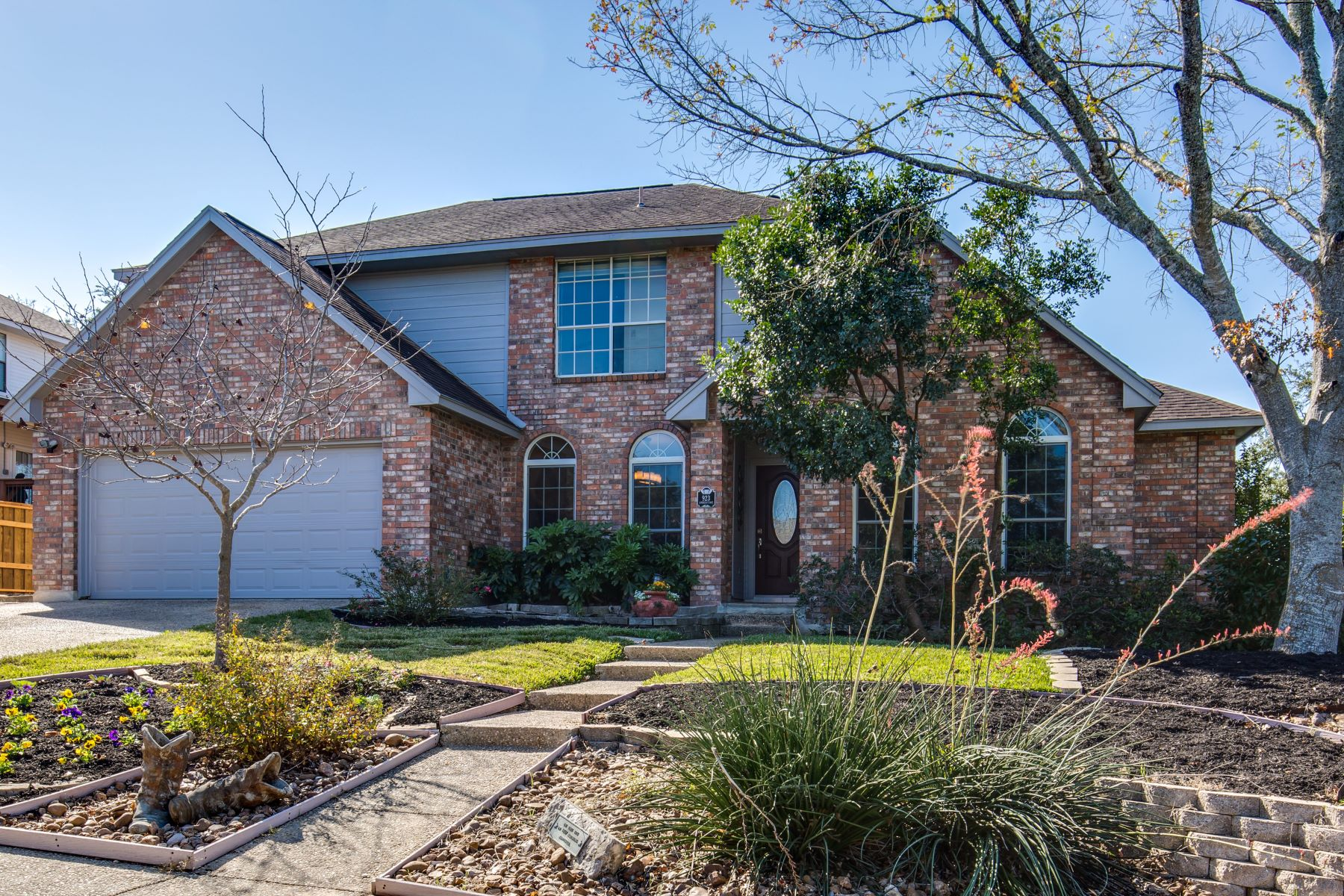 Single Family Home for Sale at Beautifully Updated Home 923 Amberstone Drive San Antonio, Texas 78258 United States