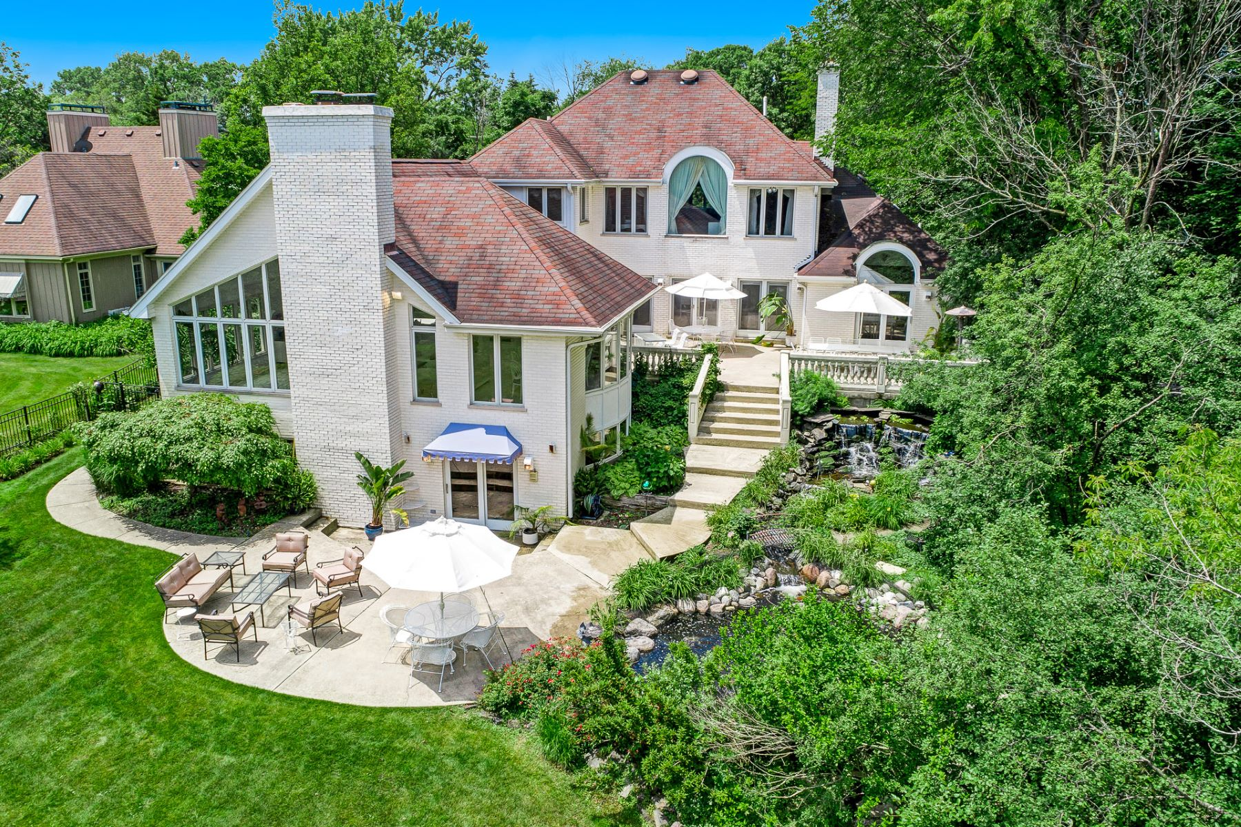 Single Family Homes for Active at Newly Renovated Oak Brook Home 3617 Madison Street Oak Brook, Illinois 60523 United States