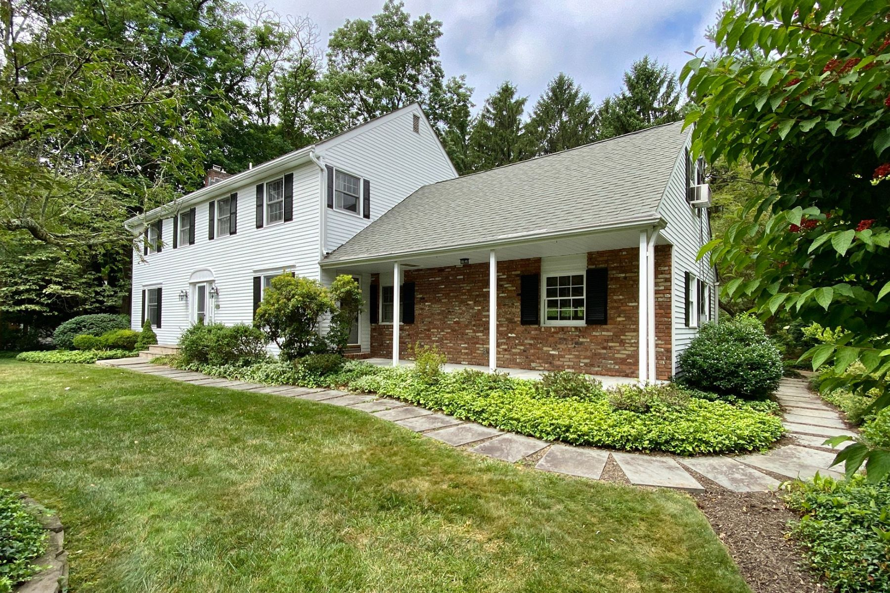 Single Family Homes for Sale at Beautiful Colonial-Style Home in Coveted Riverside 332 Riverside Drive, Princeton, New Jersey 08540 United States