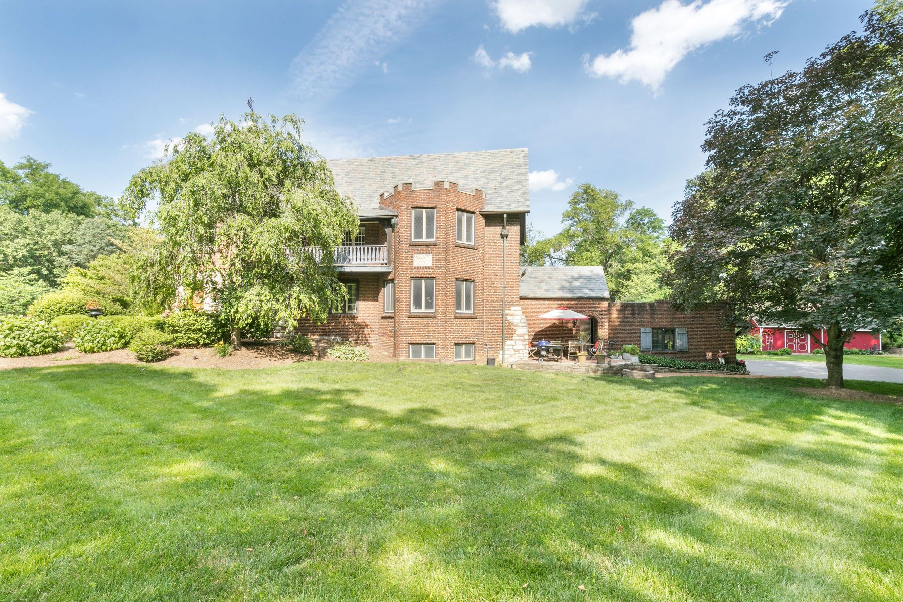 Additional photo for property listing at Modern elegance converges with history & art. 1250 Hampton Park Drive Richmond Heights, Missouri 63117 United States