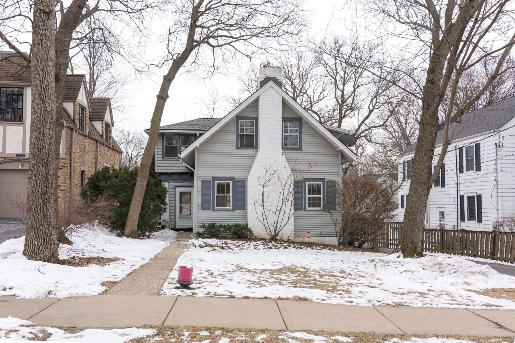 Single Family Home for Active at Charming Home 540 Woodlawn Avenue Glencoe, Illinois 60022 United States