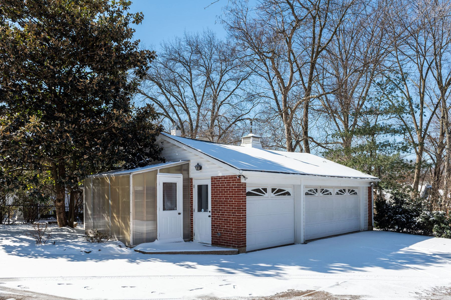 Additional photo for property listing at 331 North Price Road, St. Louis, MO 63124 331 North Price Road St. Louis, Missouri 63124 United States