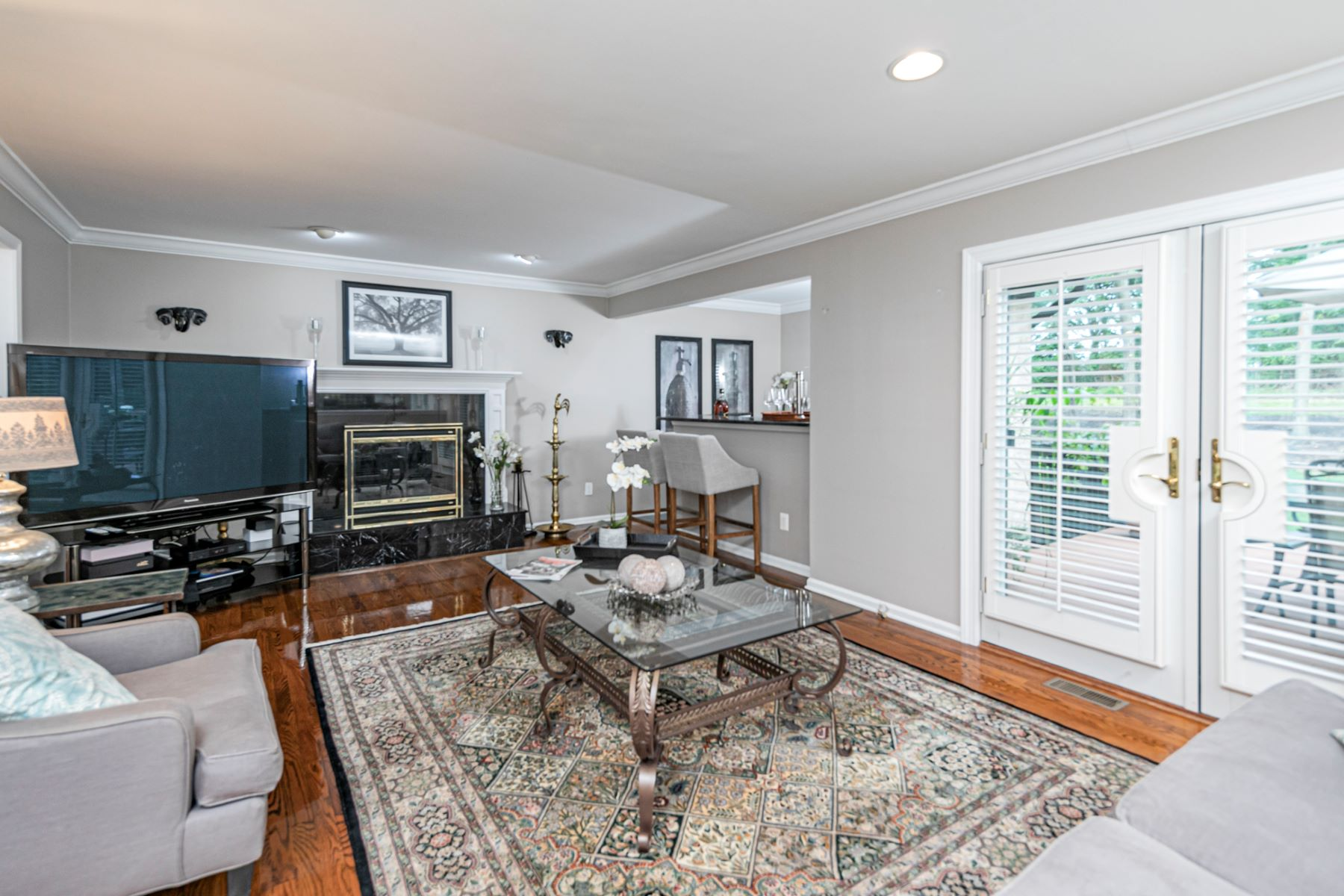 Additional photo for property listing at Captivating Tudor on a Kingsbrook Cul-De-Sac 10 North Field Court, Lawrenceville, New Jersey 08648 United States