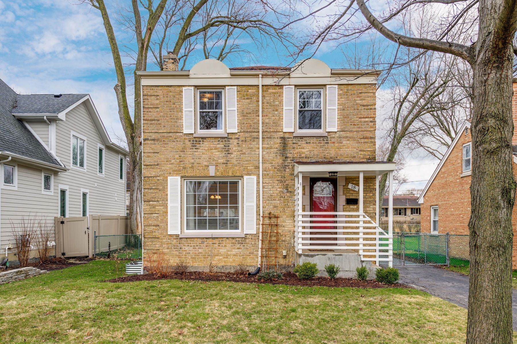 Single Family Homes for Active at Beautifully Updated Glenview Home 18 Lincoln Street Glenview, Illinois 60025 United States