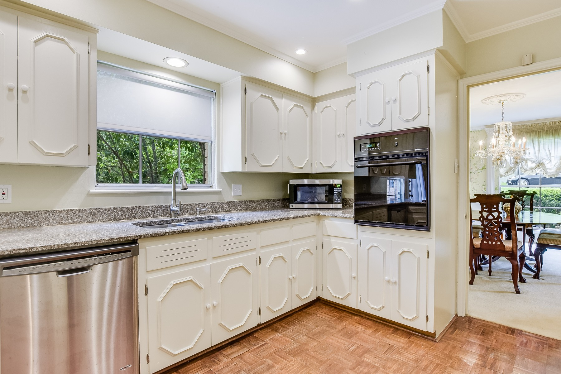 Additional photo for property listing at Walk to Tarrytown Boat Club! 3505 River Rd Austin, Texas 78703 United States