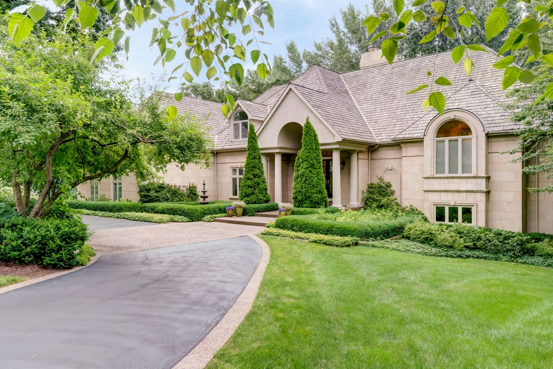 Single Family Homes for Sale at Beautiful North Barrington Home 162 N Wynstone Drive North Barrington, Illinois 60010 United States