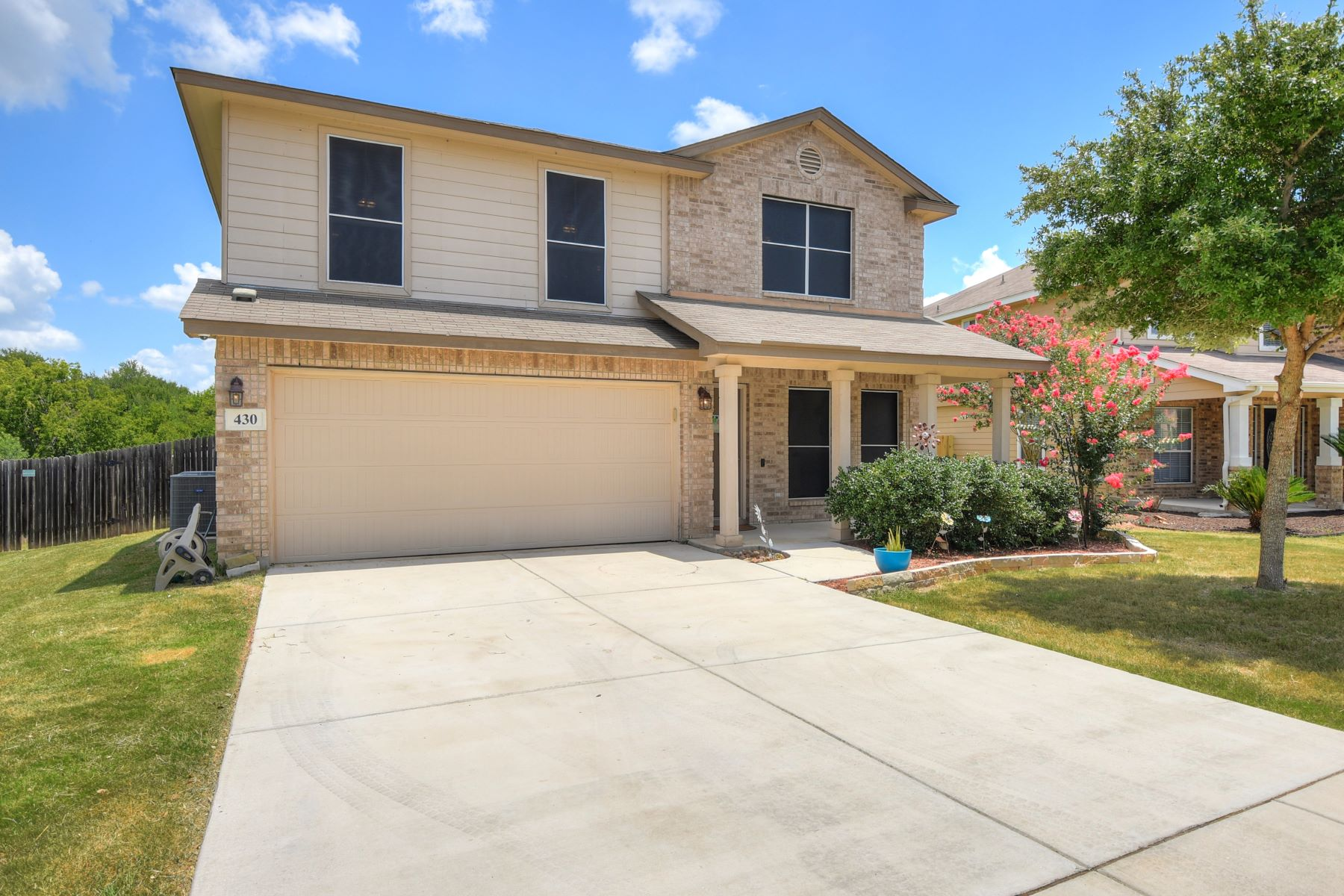 Single Family Homes for Active at Meticulously Maintained Four Bedroom Home 430 Dolly Dr Converse, Texas 78109 United States