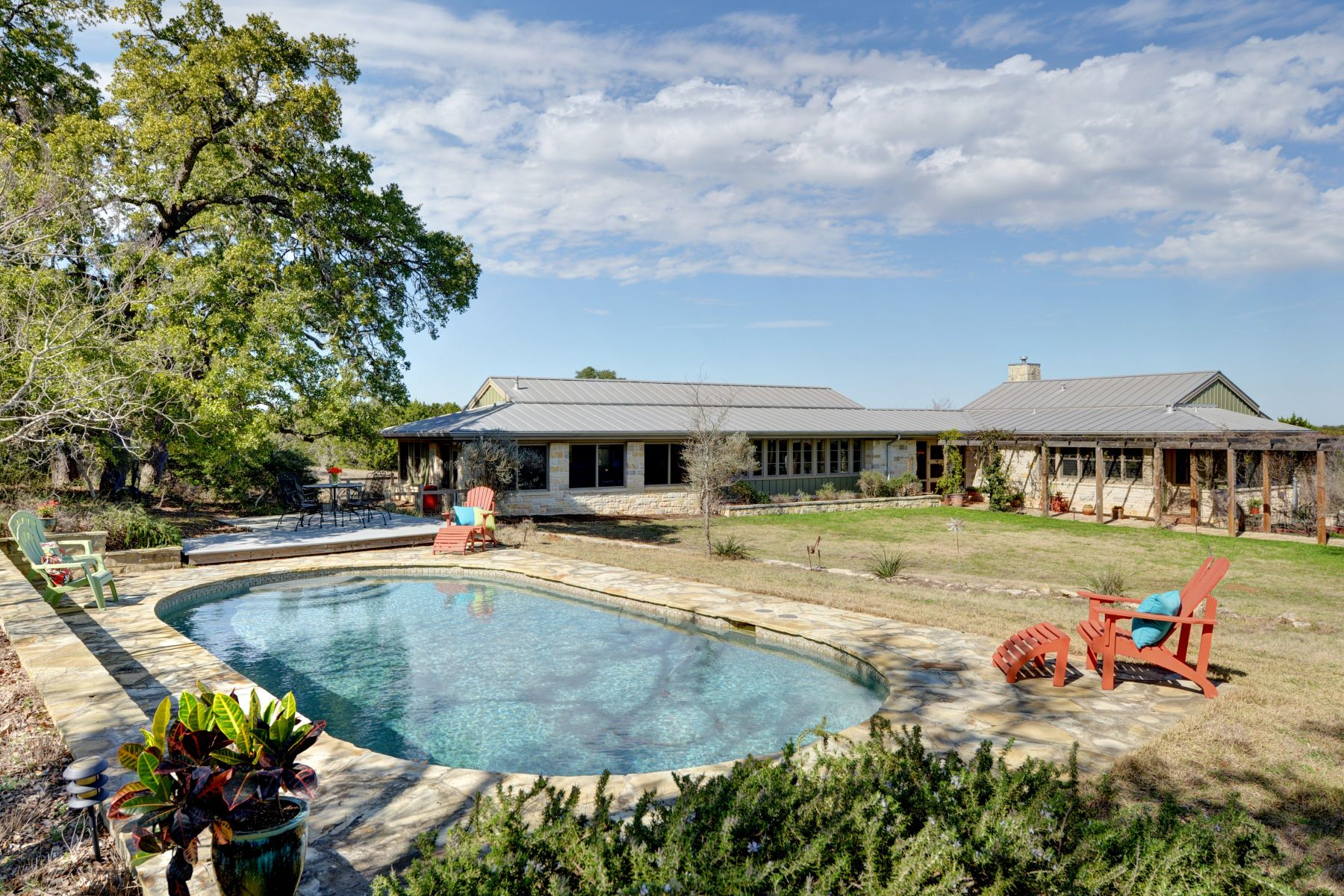 Granjas / Hacienda / Platanción por un Venta en Live the Hill Country Lifestyle on Over 35 Acres in Blanco, Texas 16705 Farm to Market 32, Blanco, Texas, 78606 Estados Unidos