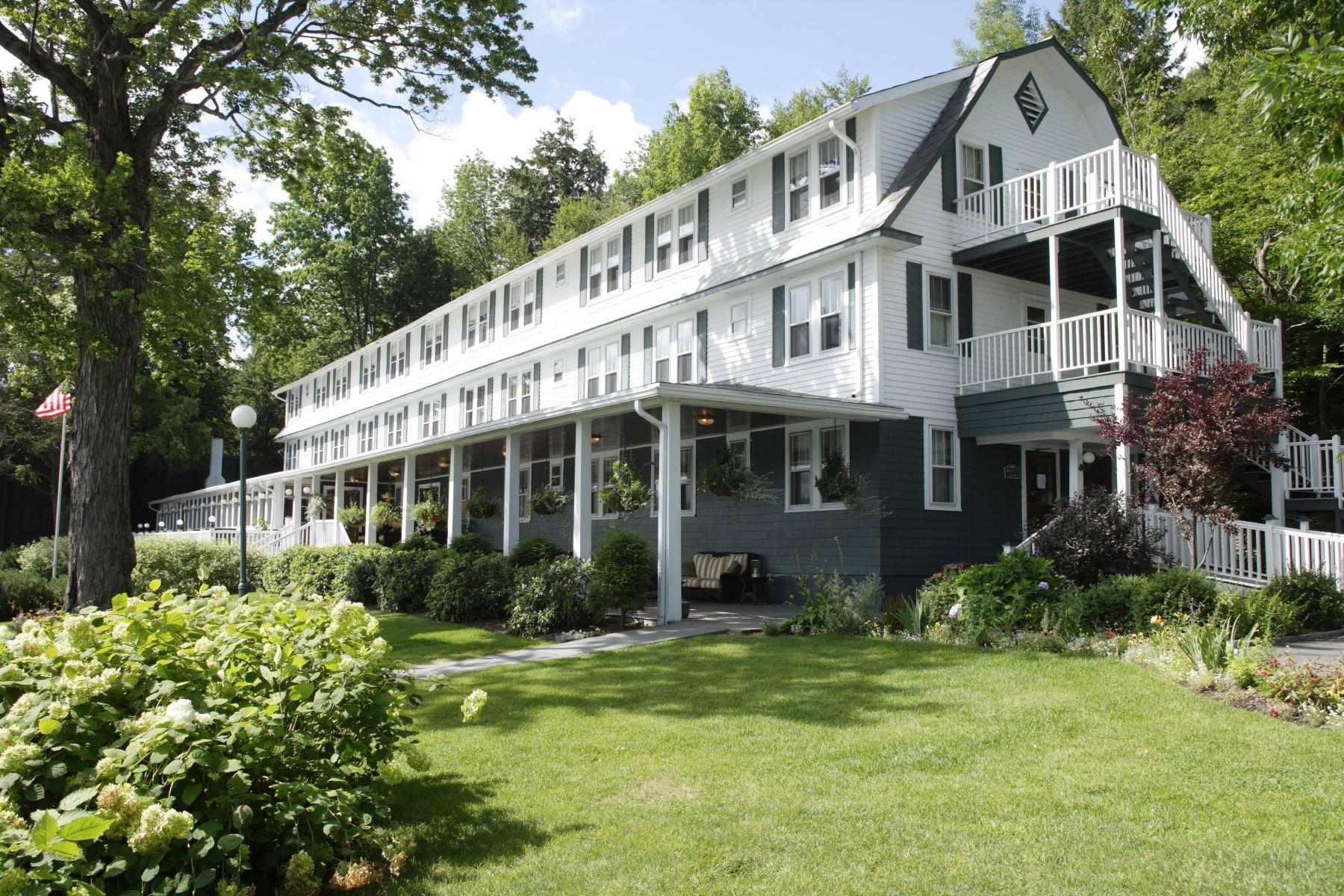 Single Family Homes por un Venta en Chestnut Inn on Oquaga Lake 505 Oquaga Lake Road Sanford, Nueva York 13754 Estados Unidos