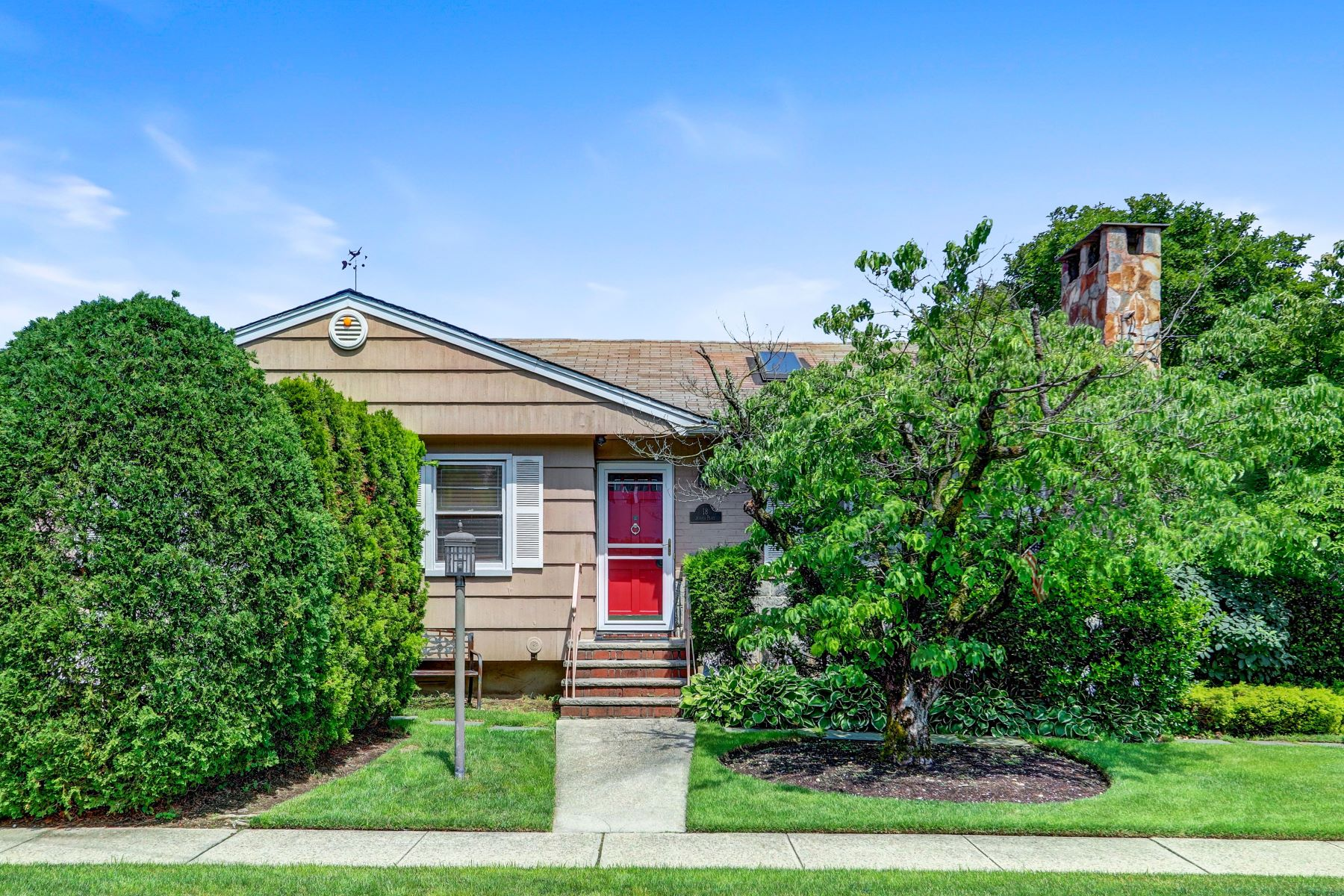 Single Family Homes 為 出售 在 18 Jessica Place, Roslyn Heights, Ny, 11577 Roslyn Heights, 纽约 11577 美國